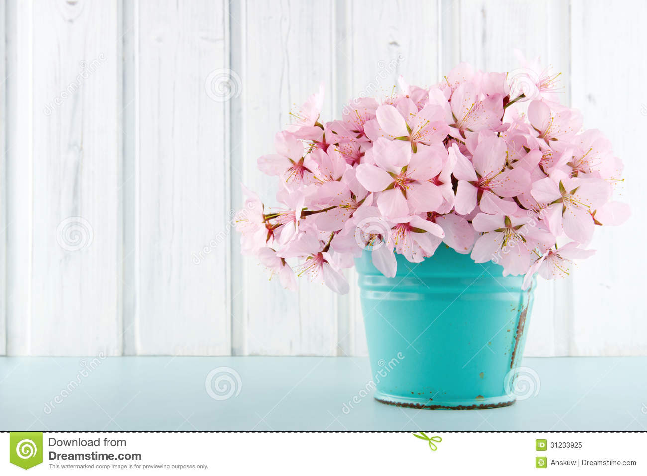 Cherry blossom flower bouquet on wooden background stock for Bouquet de fleurs nature