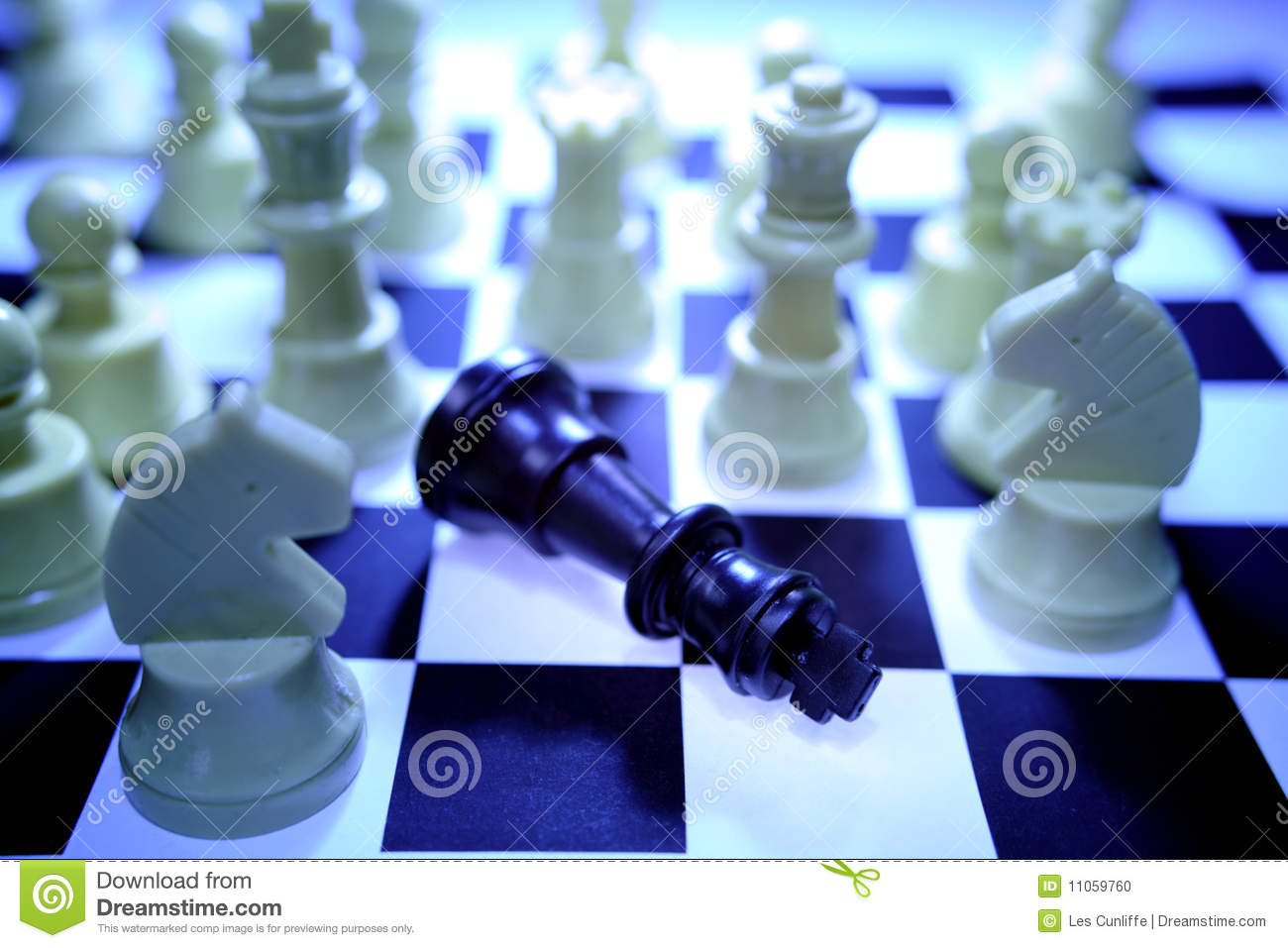 http://thumbs.dreamstime.com/z/chess-defeat-11059760.jpg