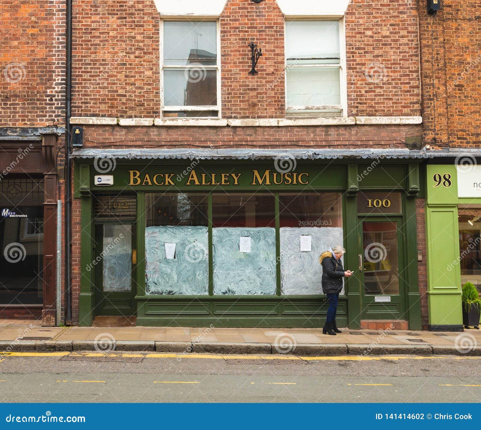 CHESTER, ANGLIA - MASZERUJE 8TH, 2019: Mali miejscowych sklepy są końcowym puszkiem gdy Brexit początki brać skutek w Chester