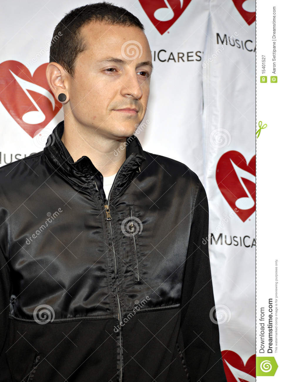 Chester Bennington on the red carpet.
