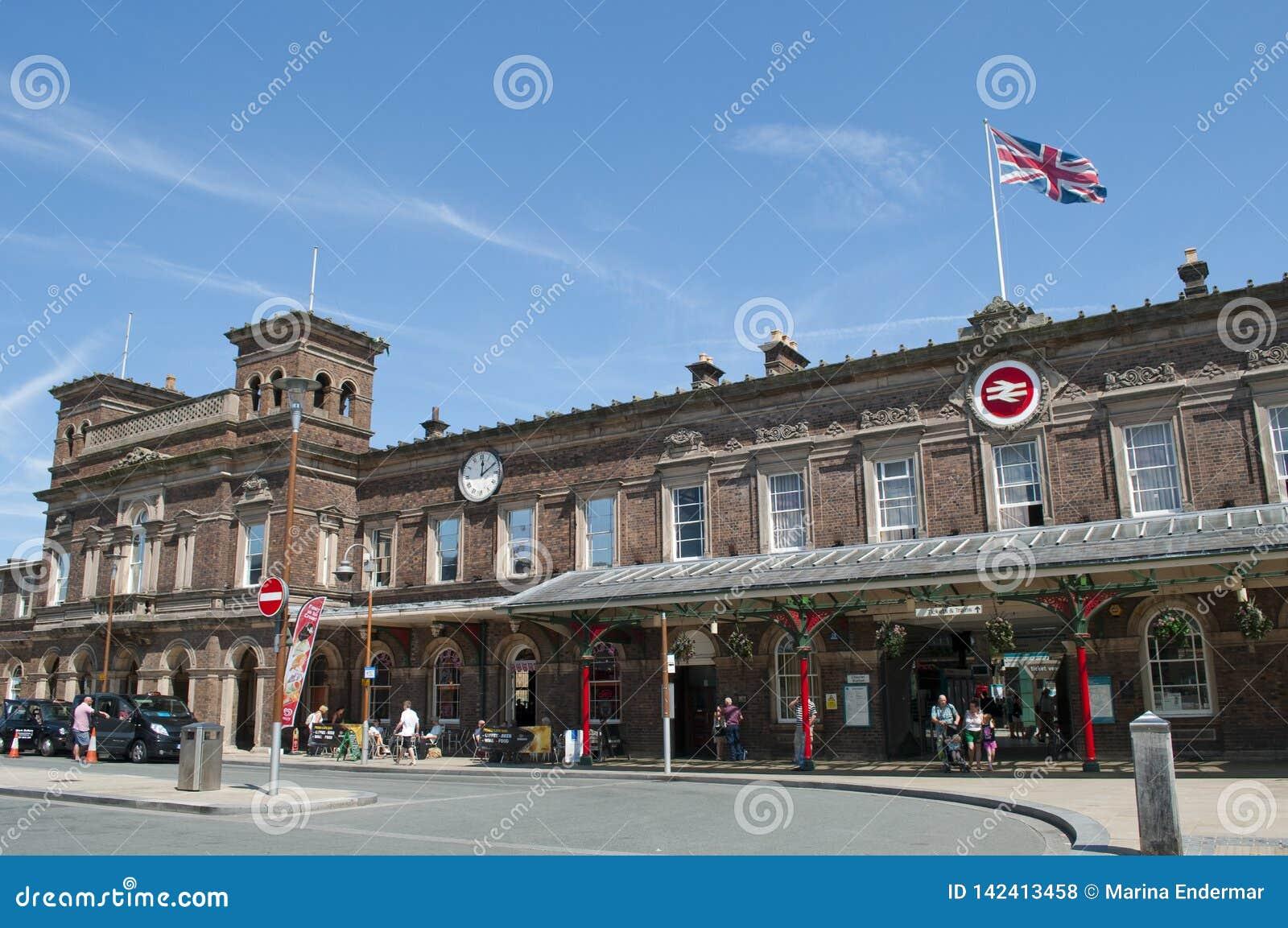 Chester stacja kolejowa z Union Jack rezygnuje wydatnie, Cheshire, UK