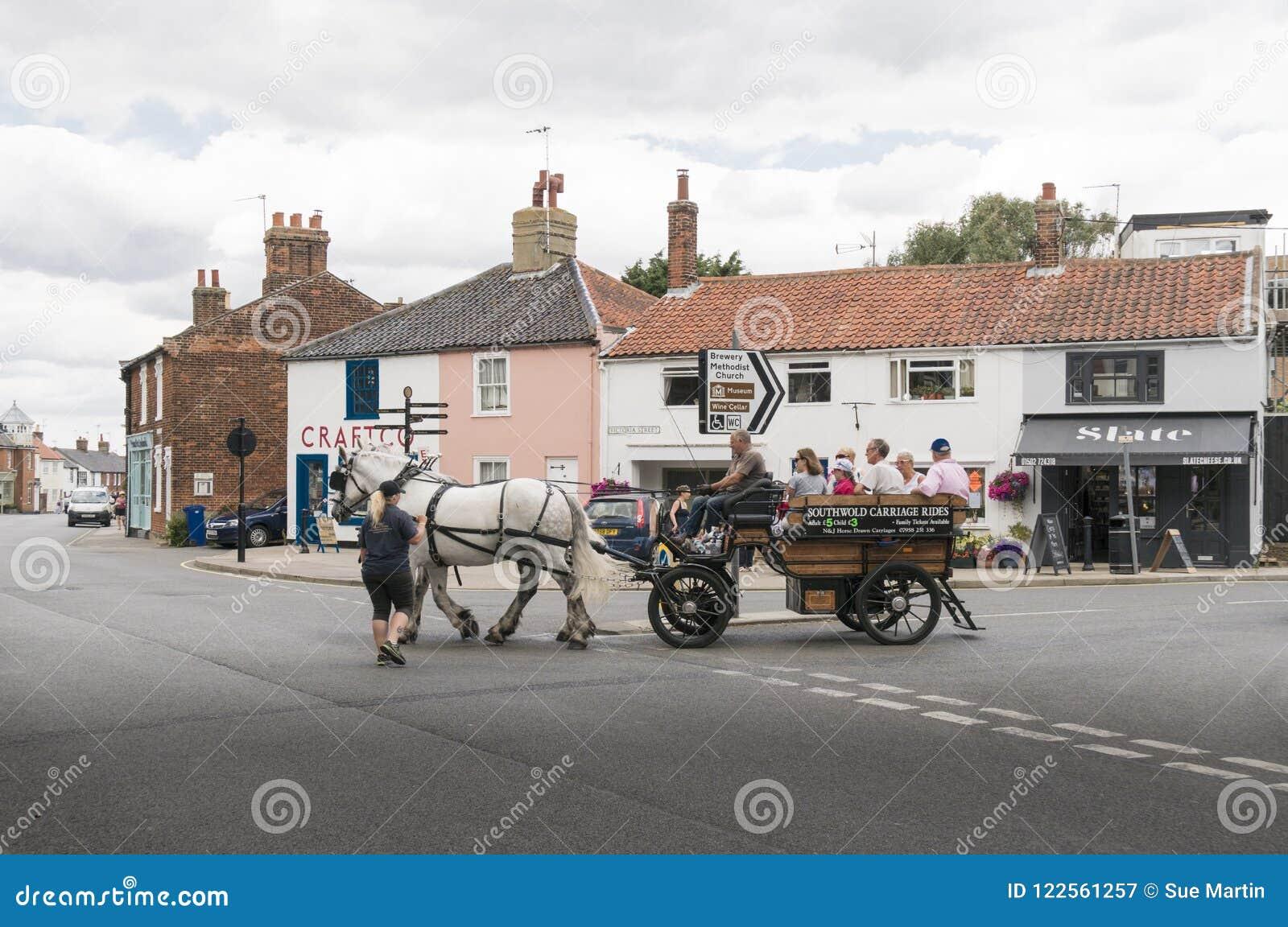 Cheval et chariot dans Southwold, Suffolk R-U
