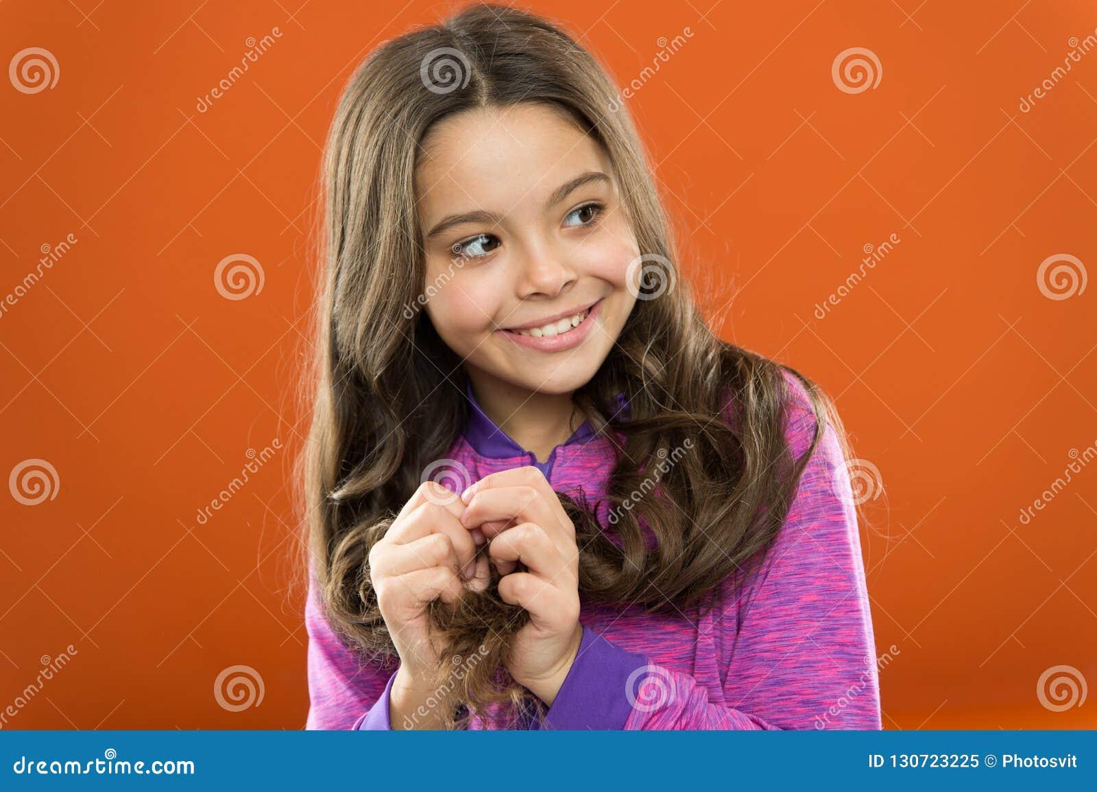 Cheveu de concept intense La substance de mélanine donnent le colorant La personne avec le brun a beaucoup plus de mélanine Fille