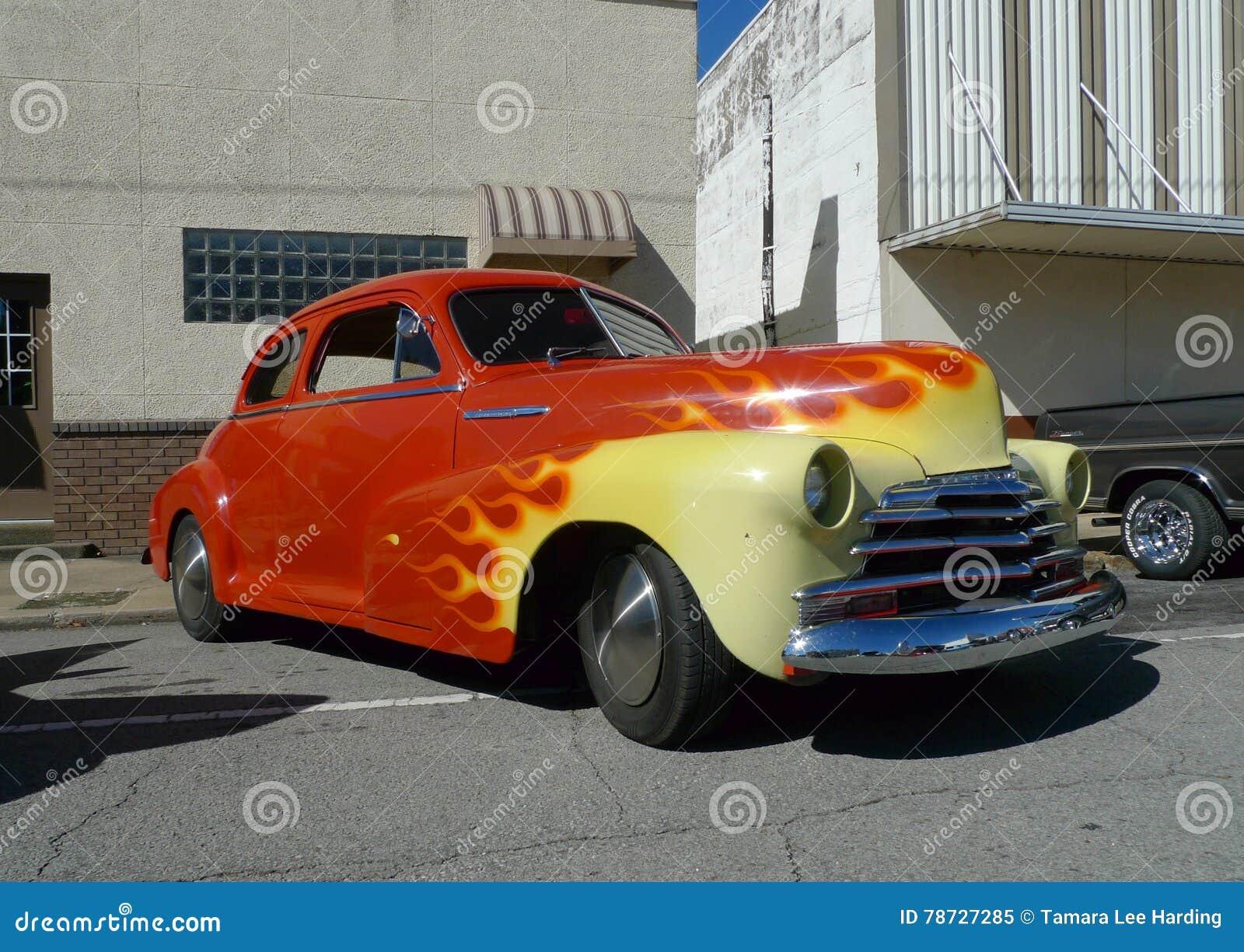 Chevy Fleetmaster, röda och gula flammor, bilshow