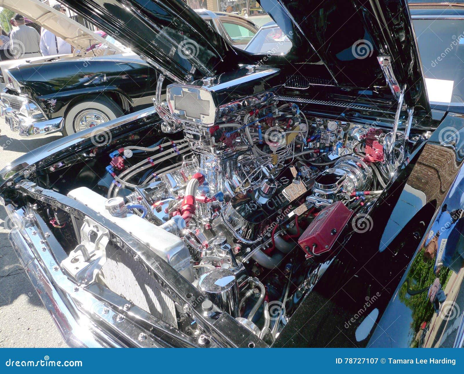 Chevy SS 454 silnik przy samochodowym przedstawieniem