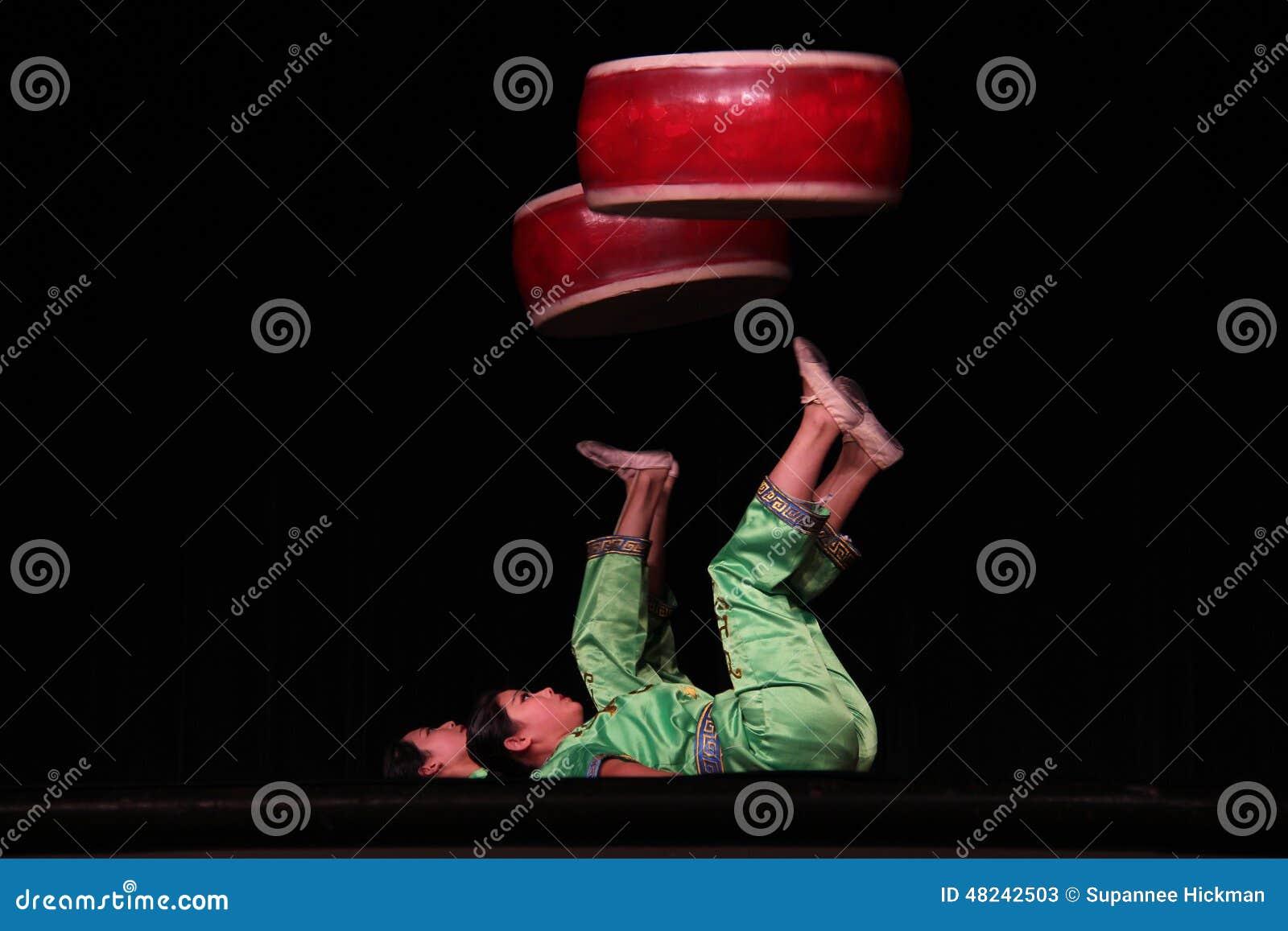 Chińscy akrobata