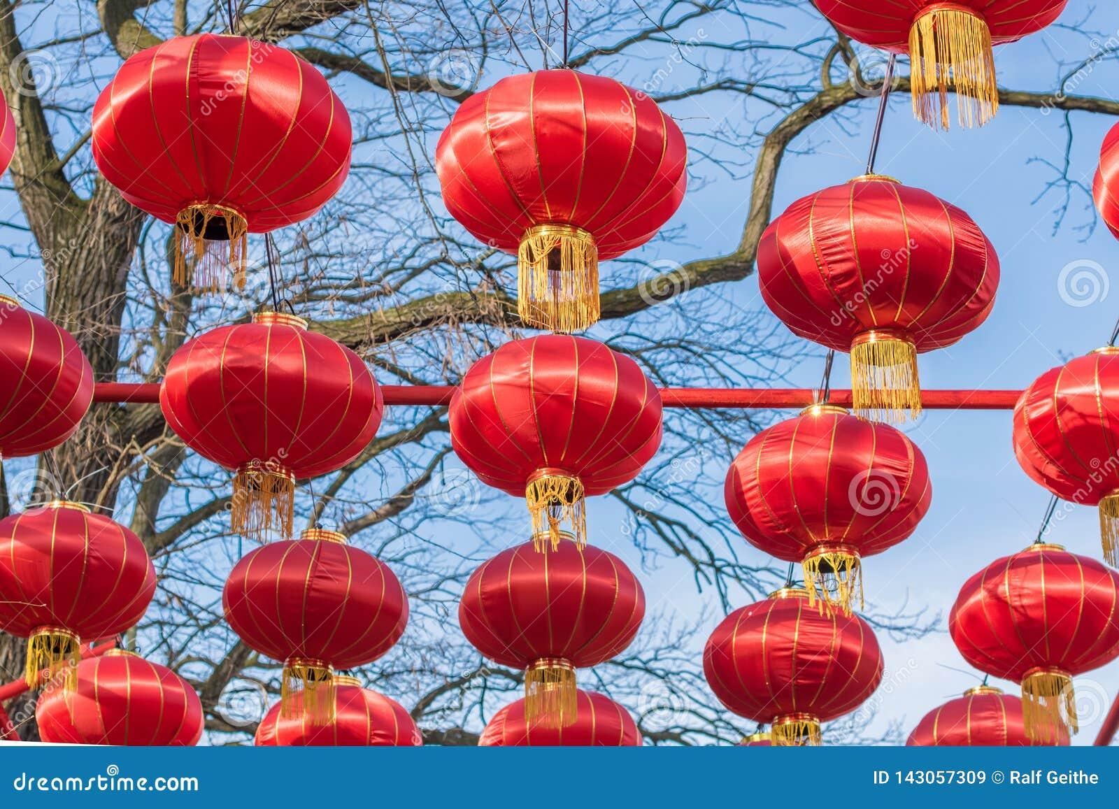 Chińscy lampiony jako świąteczna dekoracja