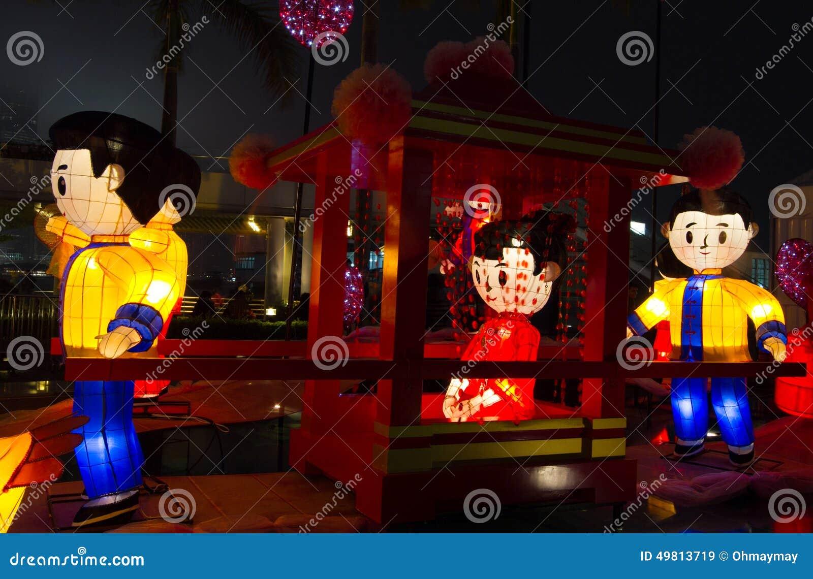 Chińscy lampiony pokazuje ślubną scenę