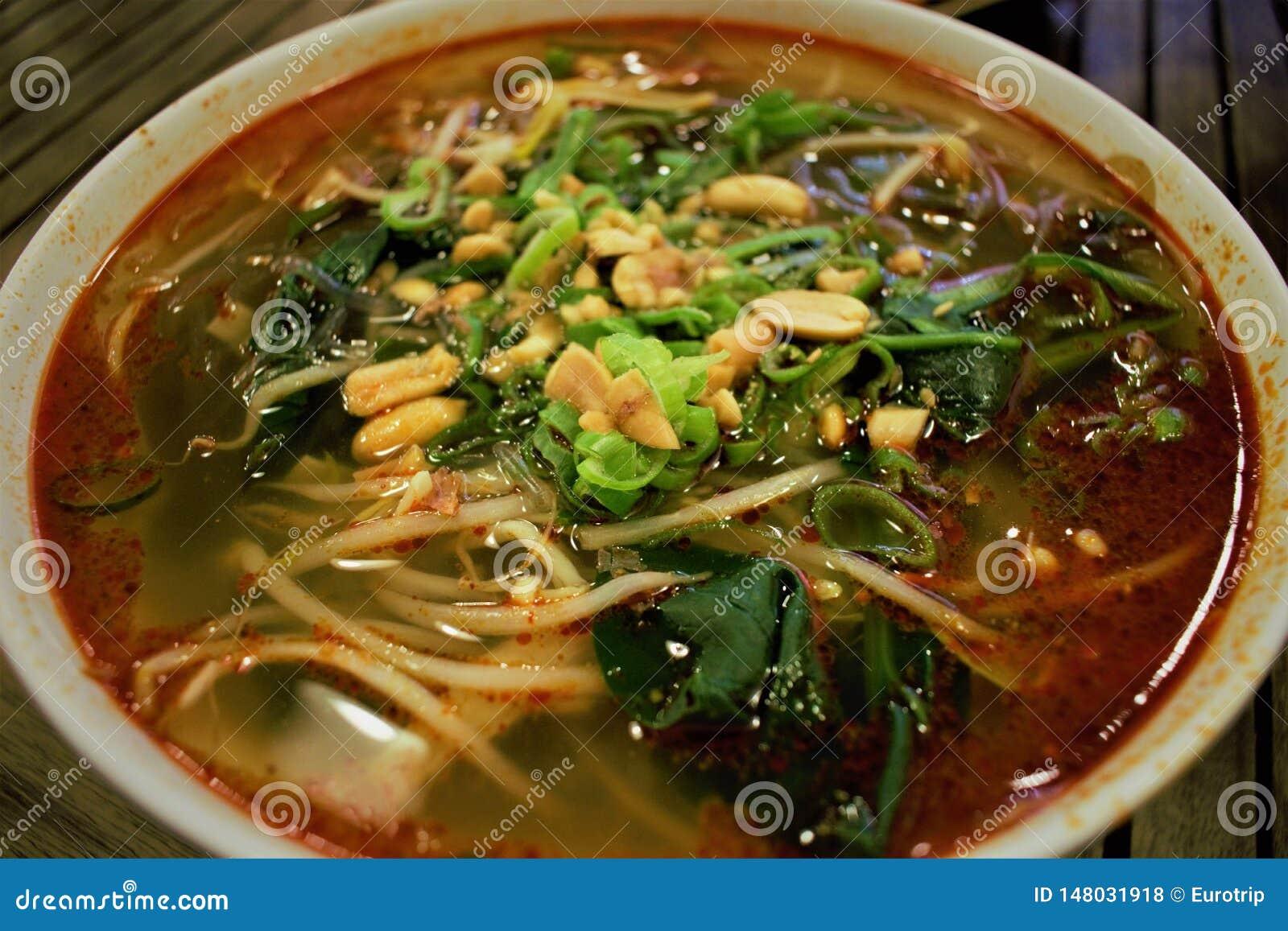 Chińska gorąca i kwaśna Suanla kluski polewka