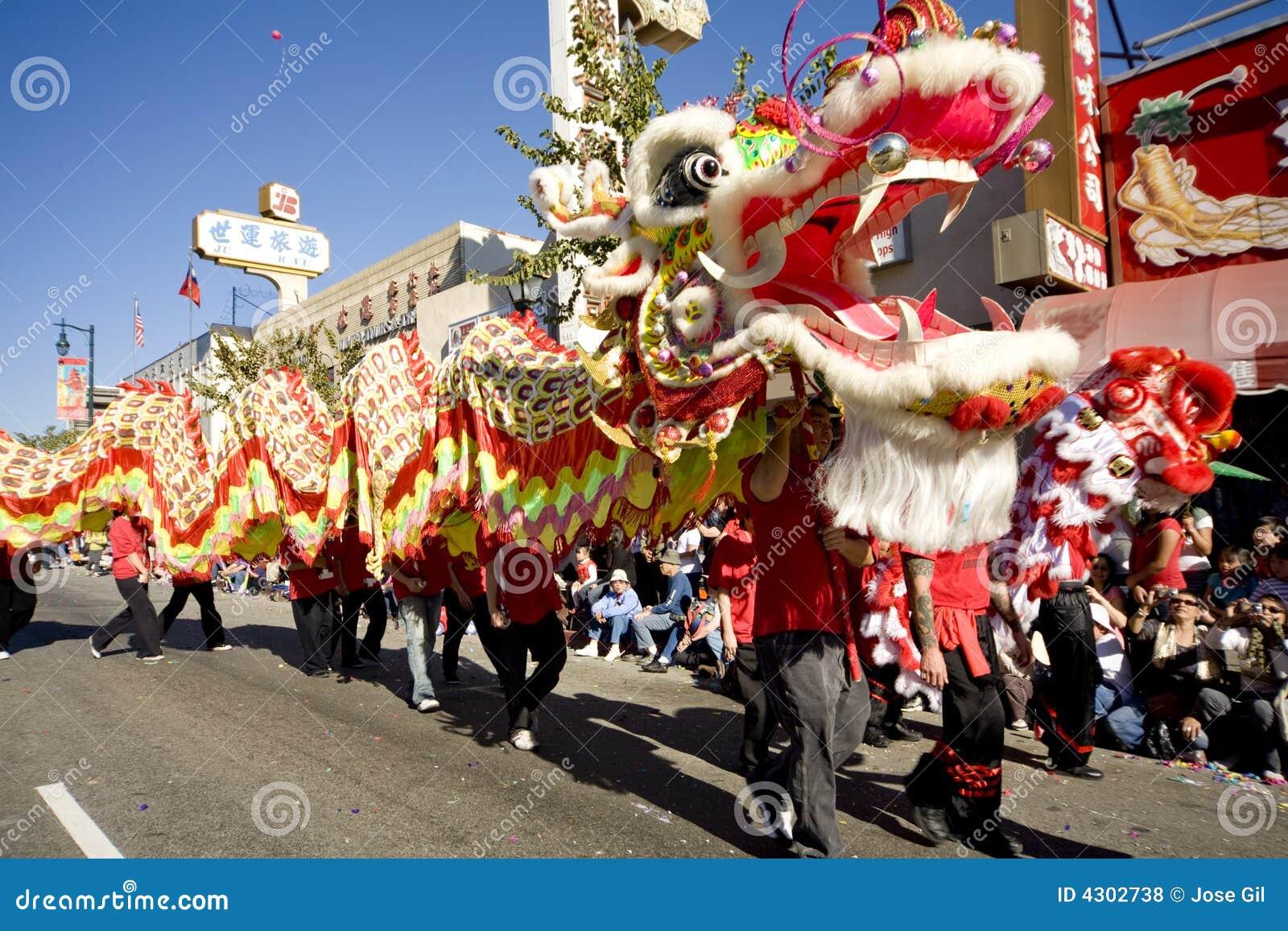 Chiński 10 smoka parada w nowym roku