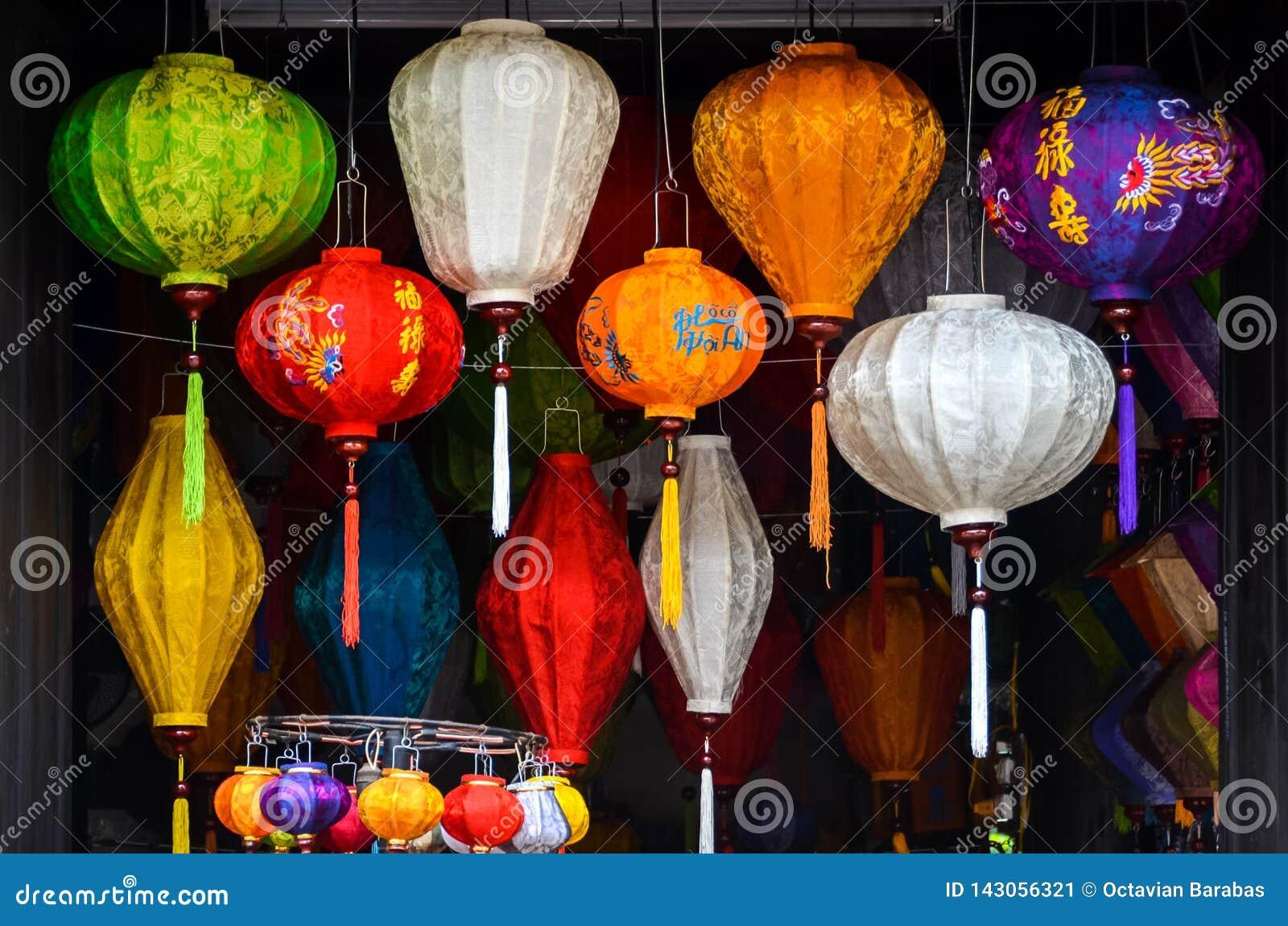 Chiński lampion w sklepie w Wietnam