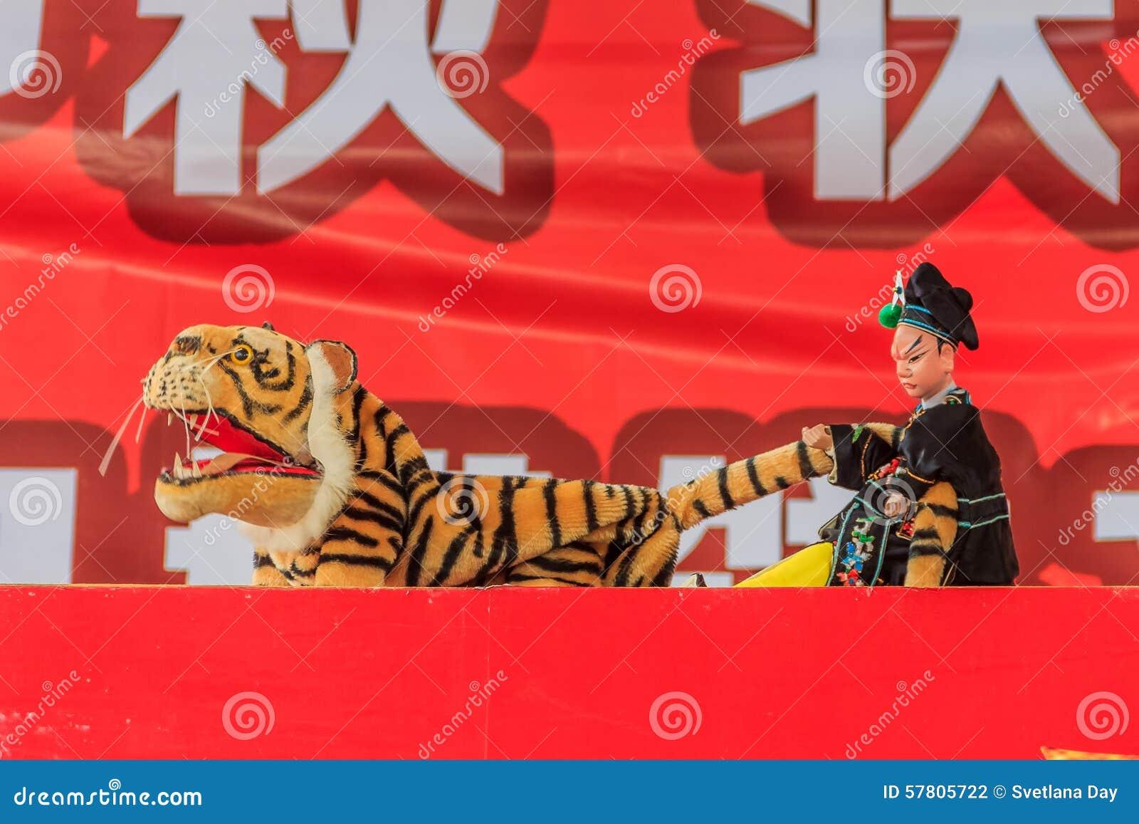 Chiński ręki kukiełkowy przedstawienie