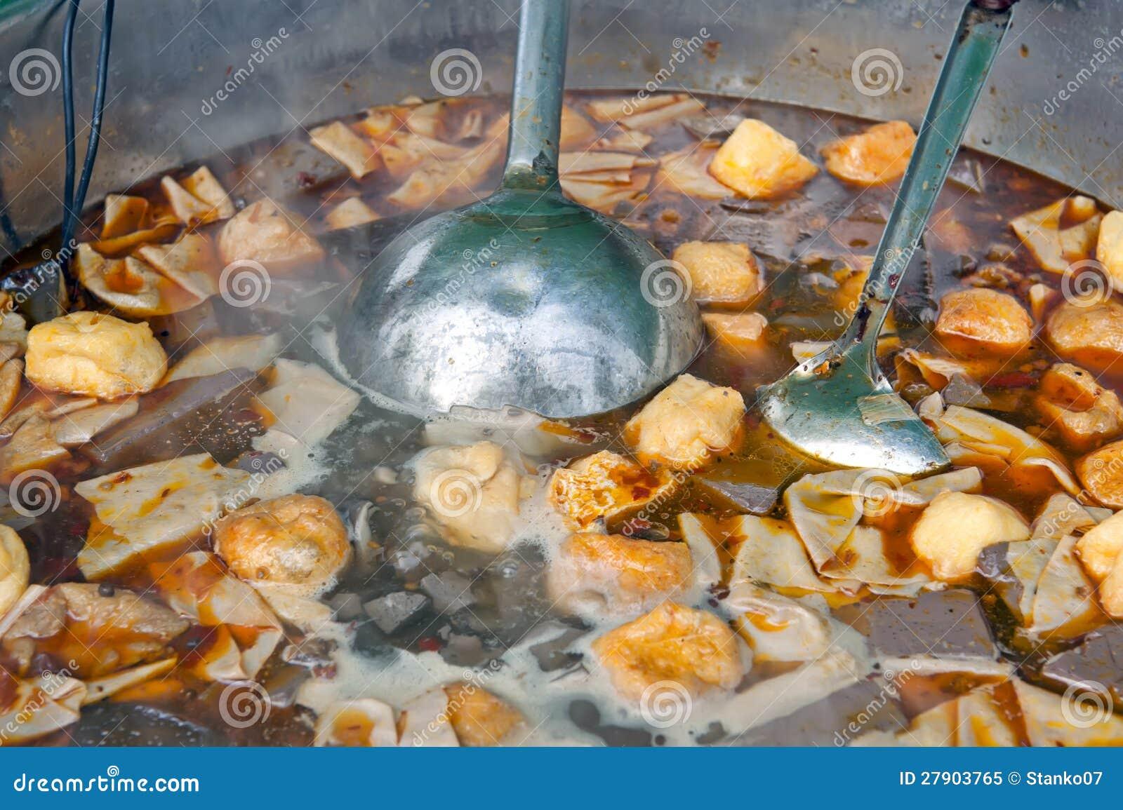 Chiński uliczny jedzenie - polewka
