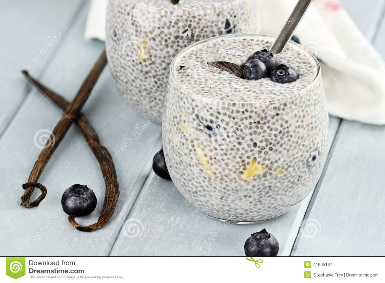 Chia Seed Pudding und Frucht