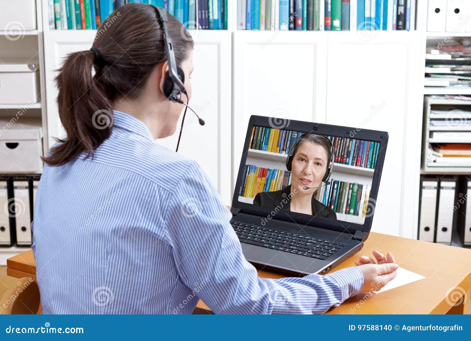 Chiamata del computer della cuffia avricolare delle donne video