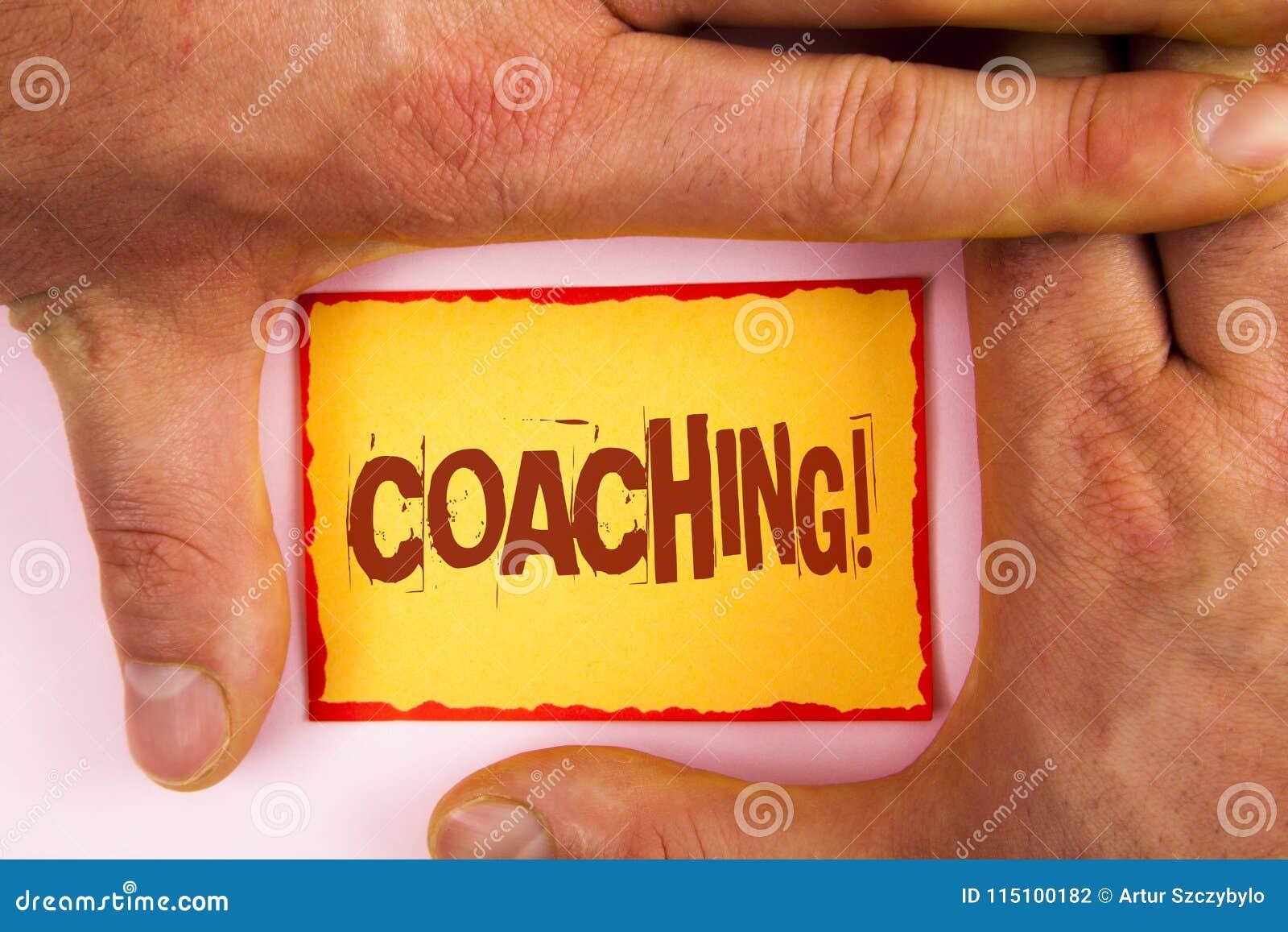 Chiamata motivazionale di preparazione del testo di scrittura di parola Il concetto di affari per addestramento duro comincia a m