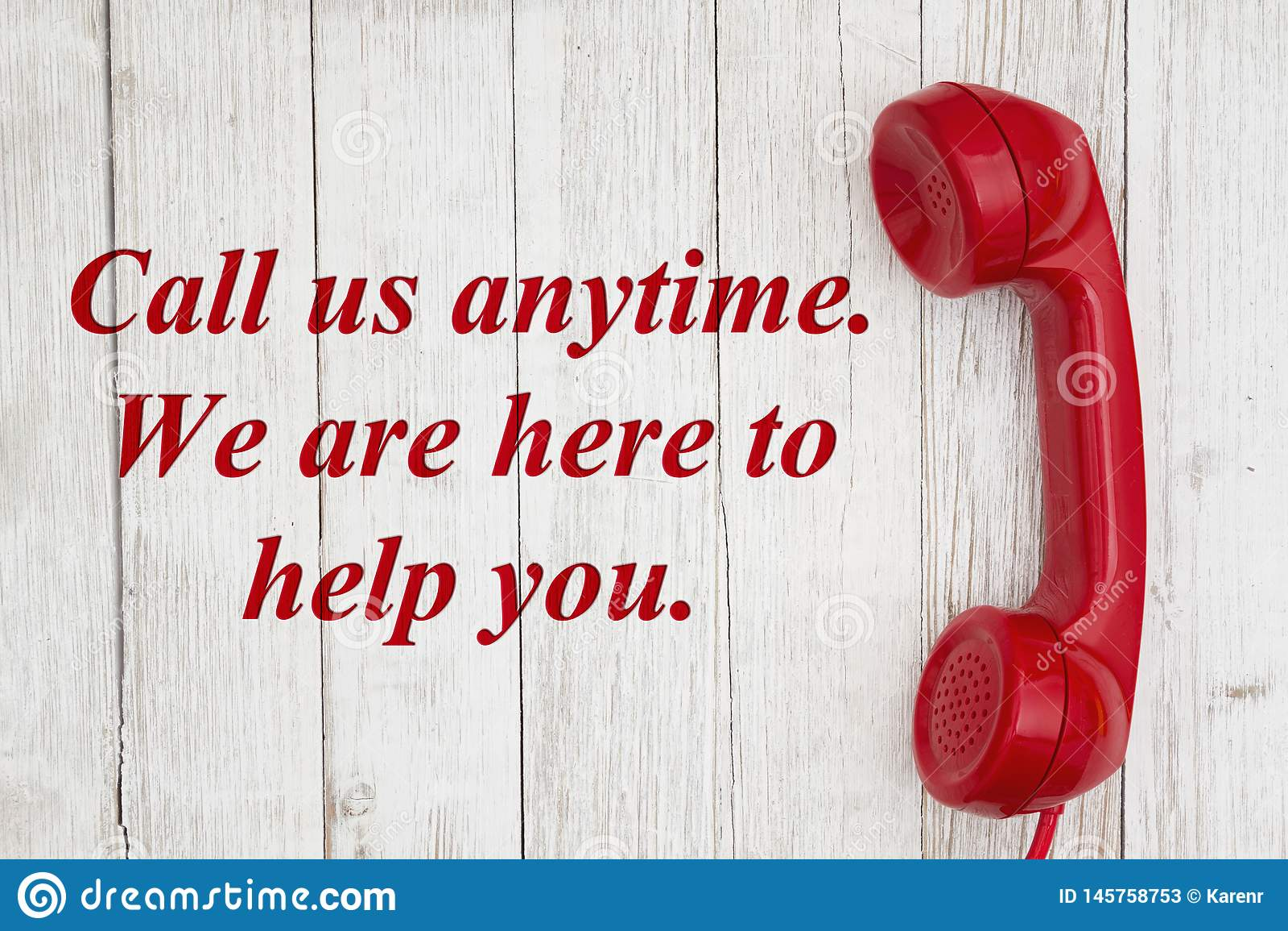 Chiamici in qualsiasi momento siamo qui al testo di aiuto con il retro microtelefono rosso del telefono