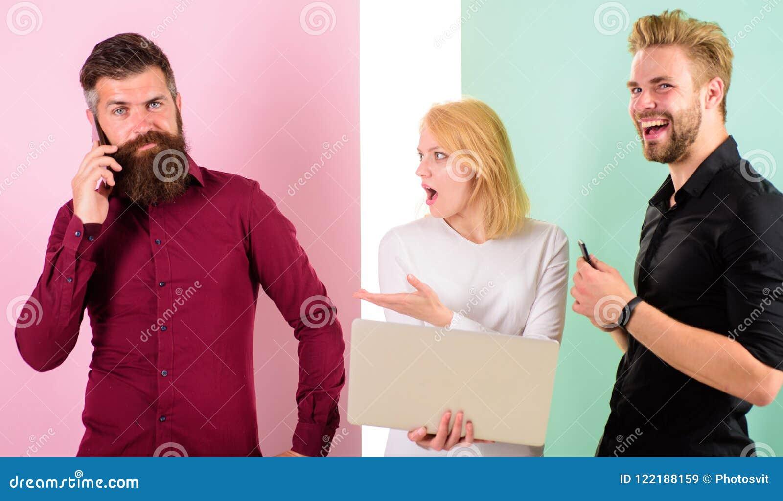 Chiamimi successivamente Creare del contenuto del lavoro di vendita di Internet del gruppo Media sociali che commercializzano gru