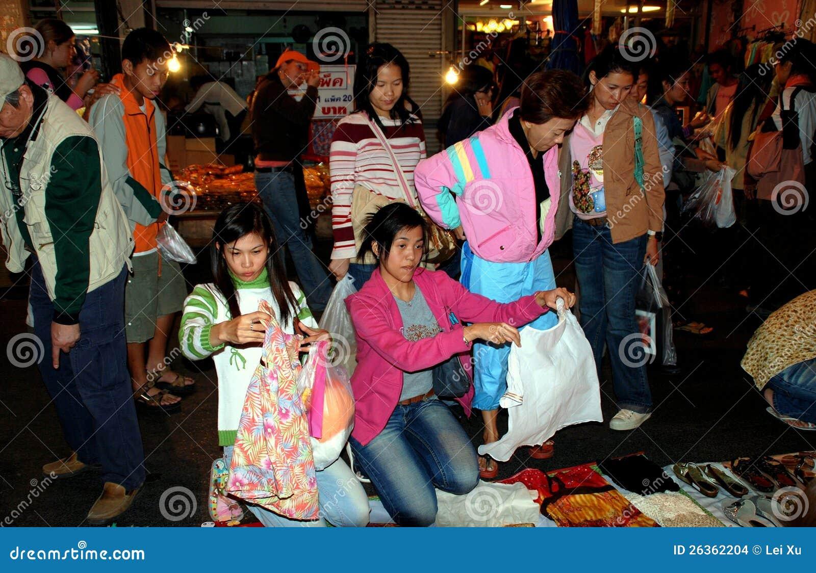Chiang Mai, TH : 妇女购物