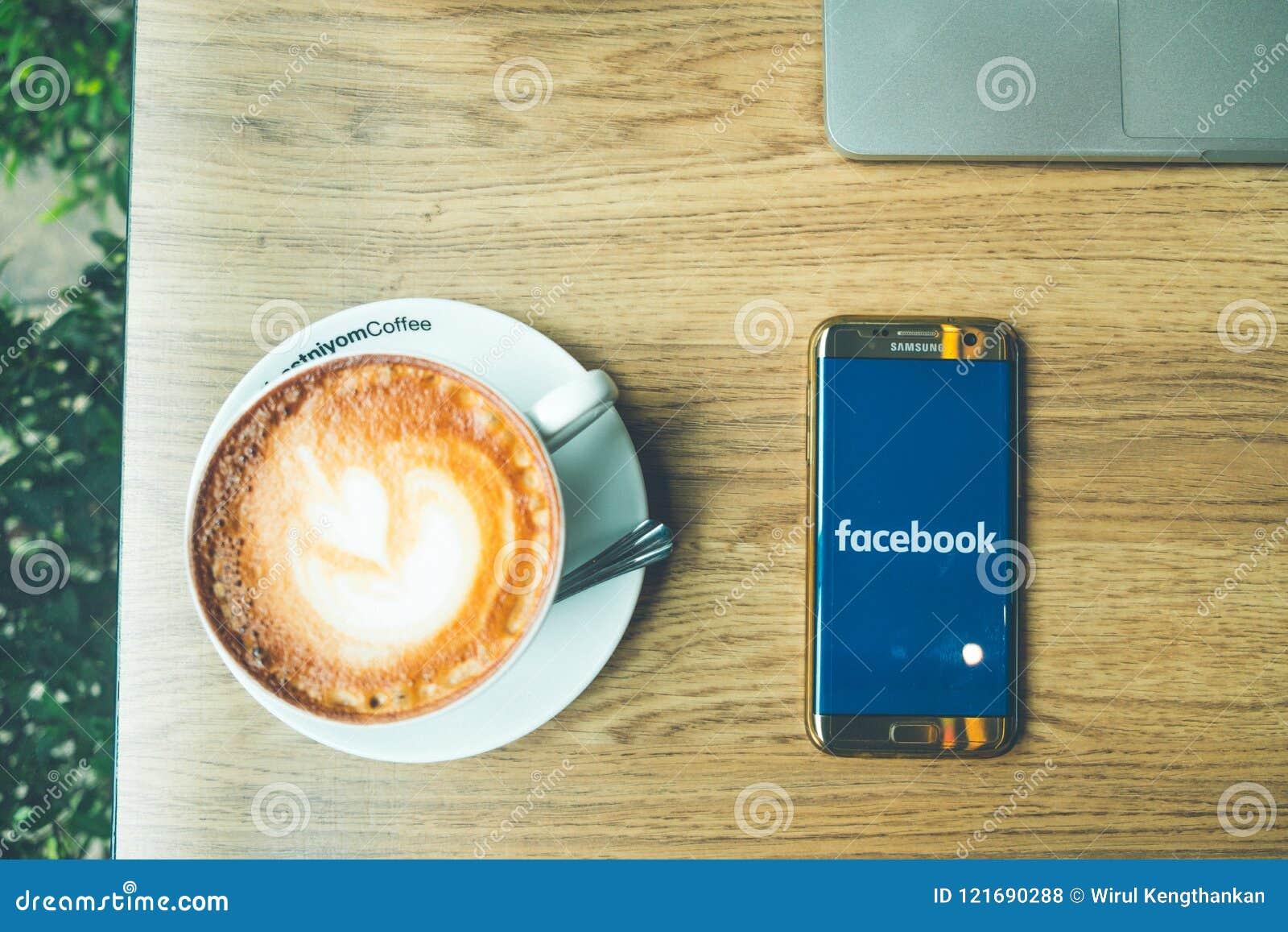 CHIANG MAI, ΤΑΪΛΆΝΔΗΣ - 26.2018 Ιουνίου: Τοπ άποψη του καυτού coffe Latte