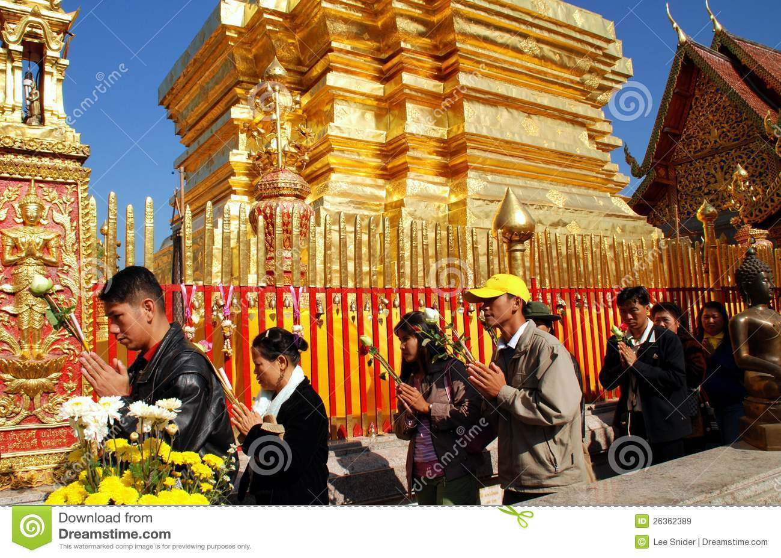 Chiang Mai, TH: Worswhippers bei Wat Doi Suthep