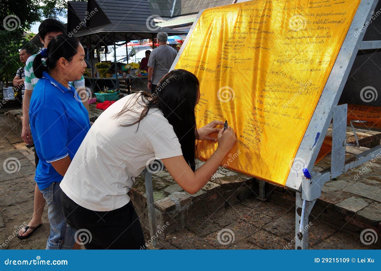 Chiang Mai, Thailand: Frauen am thailändischen Tempel