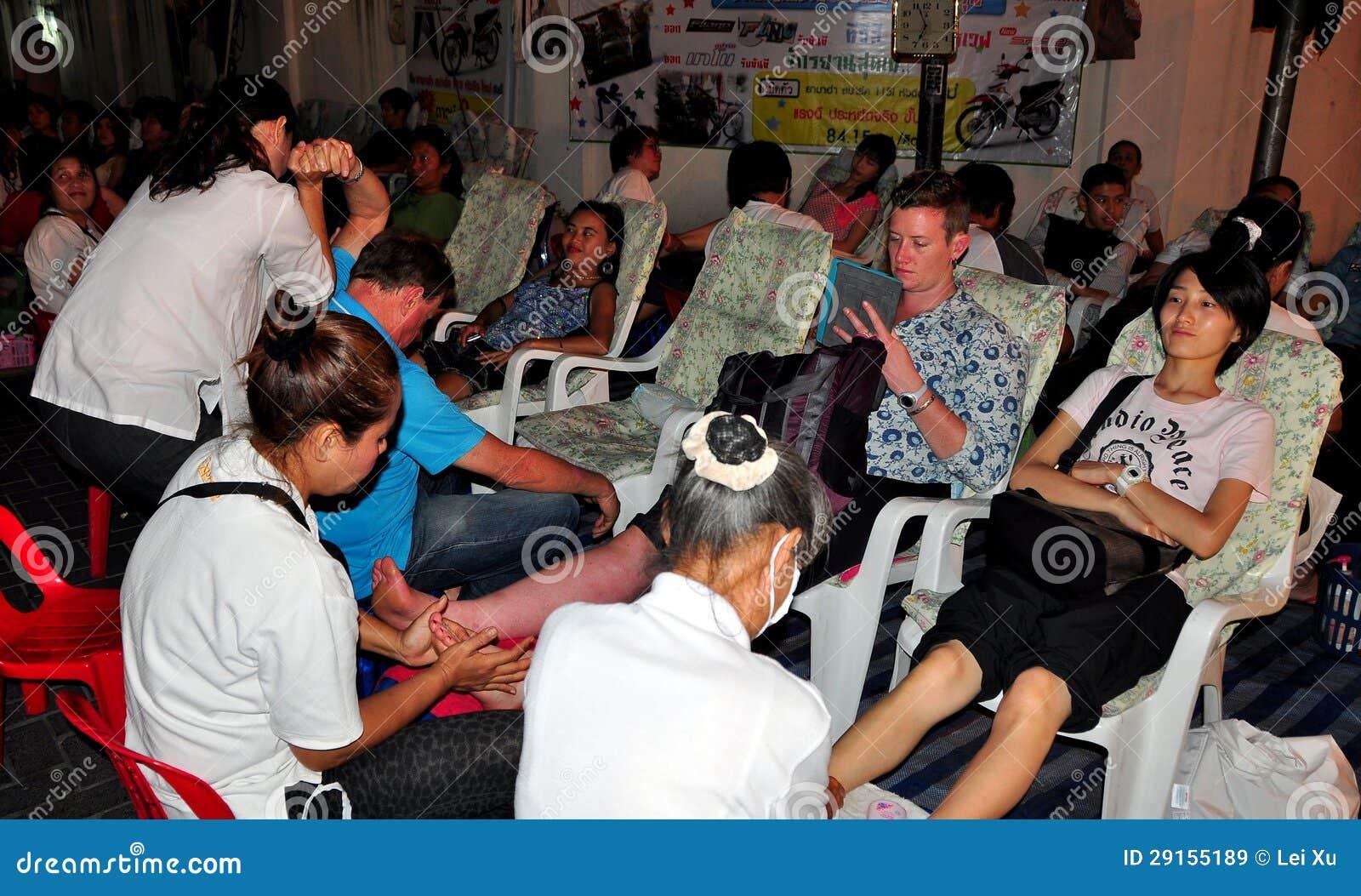 Chiang Mai, Thailand: Leute, die Fuß-Massage erhalten