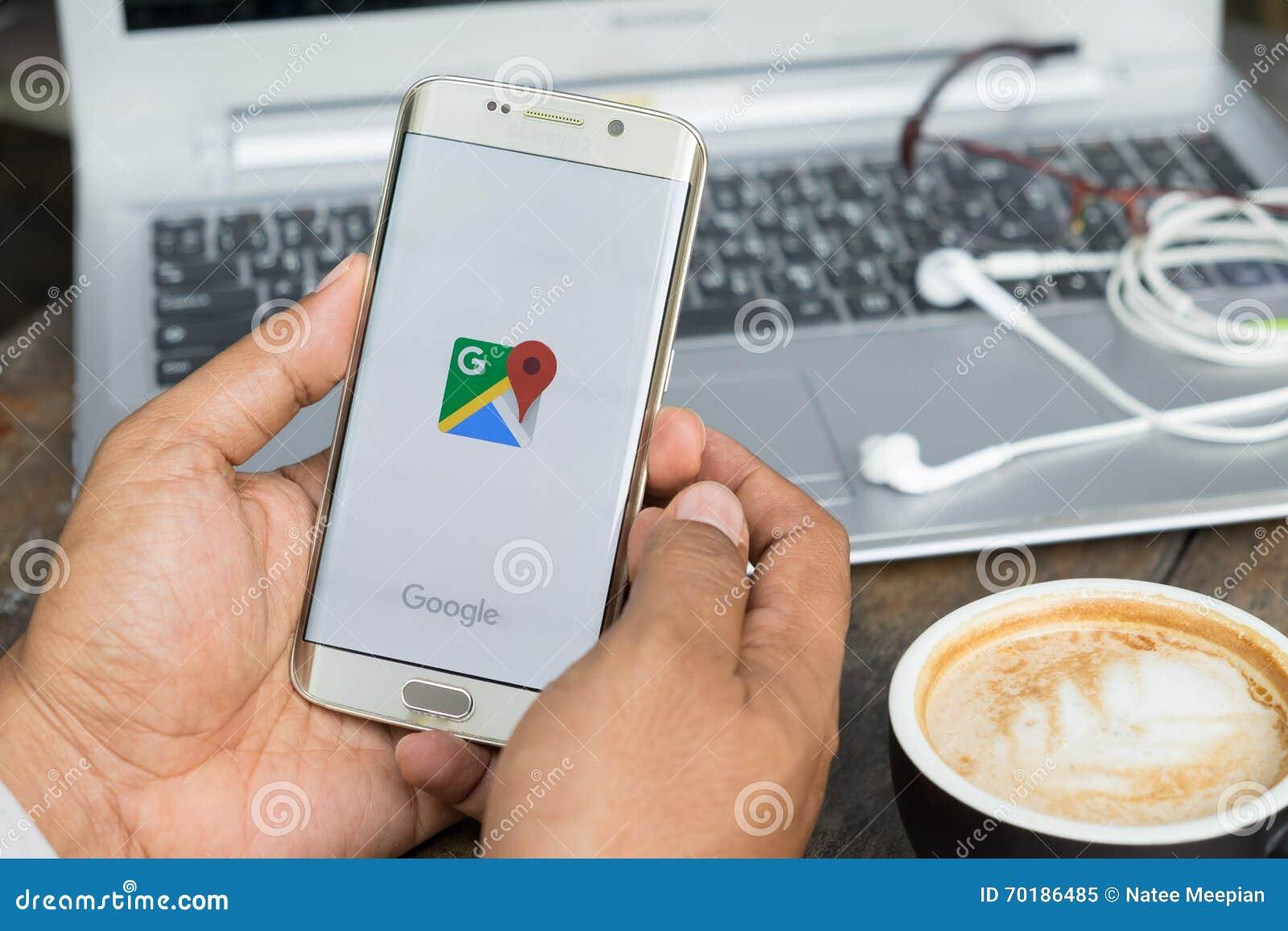 CHIANG MAI THAILAND - MARS 16: Google Maps för mobil