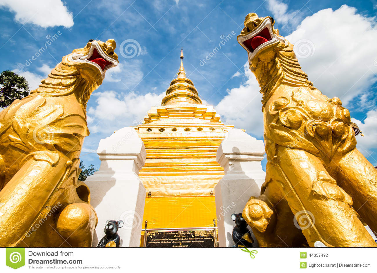 Chiangmai dorato Tailandia dello srijomthong del prathat del wat della pagoda
