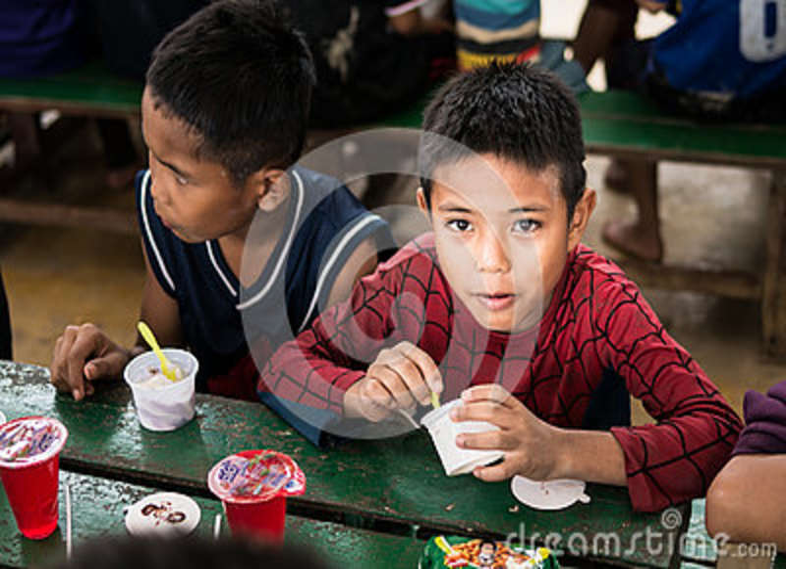 CHIANGRAI TAJLANDIA, Sierpień, - 12, 2016: Niezidentyfikowani dziecko sierota w zakazu Nana domu Zakazu Nana sierociniec bierze o