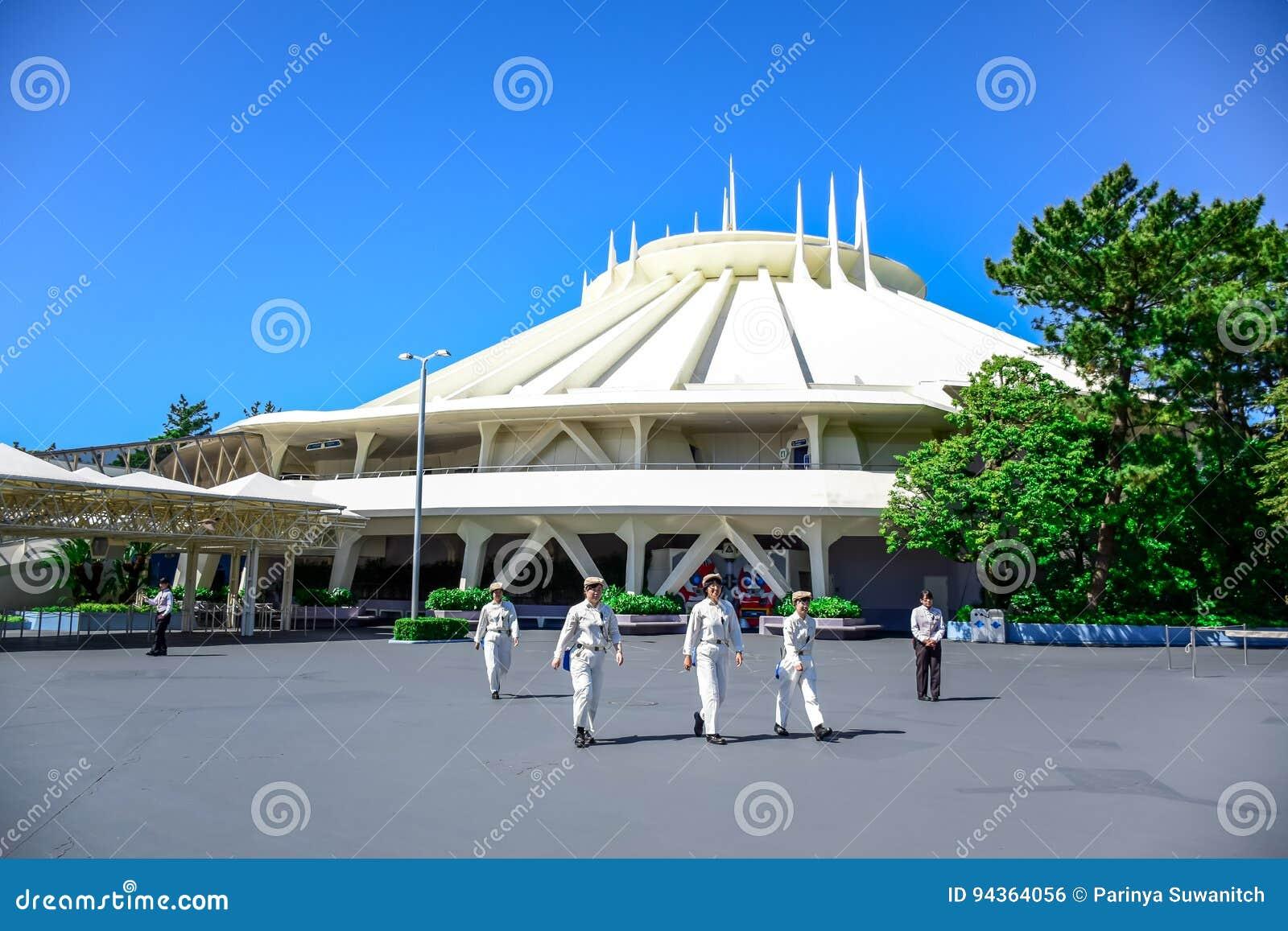 CHIBA, JAPAN: Ruimtebergaantrekkelijkheid in Tomorrowland in Tokyo Disneyland