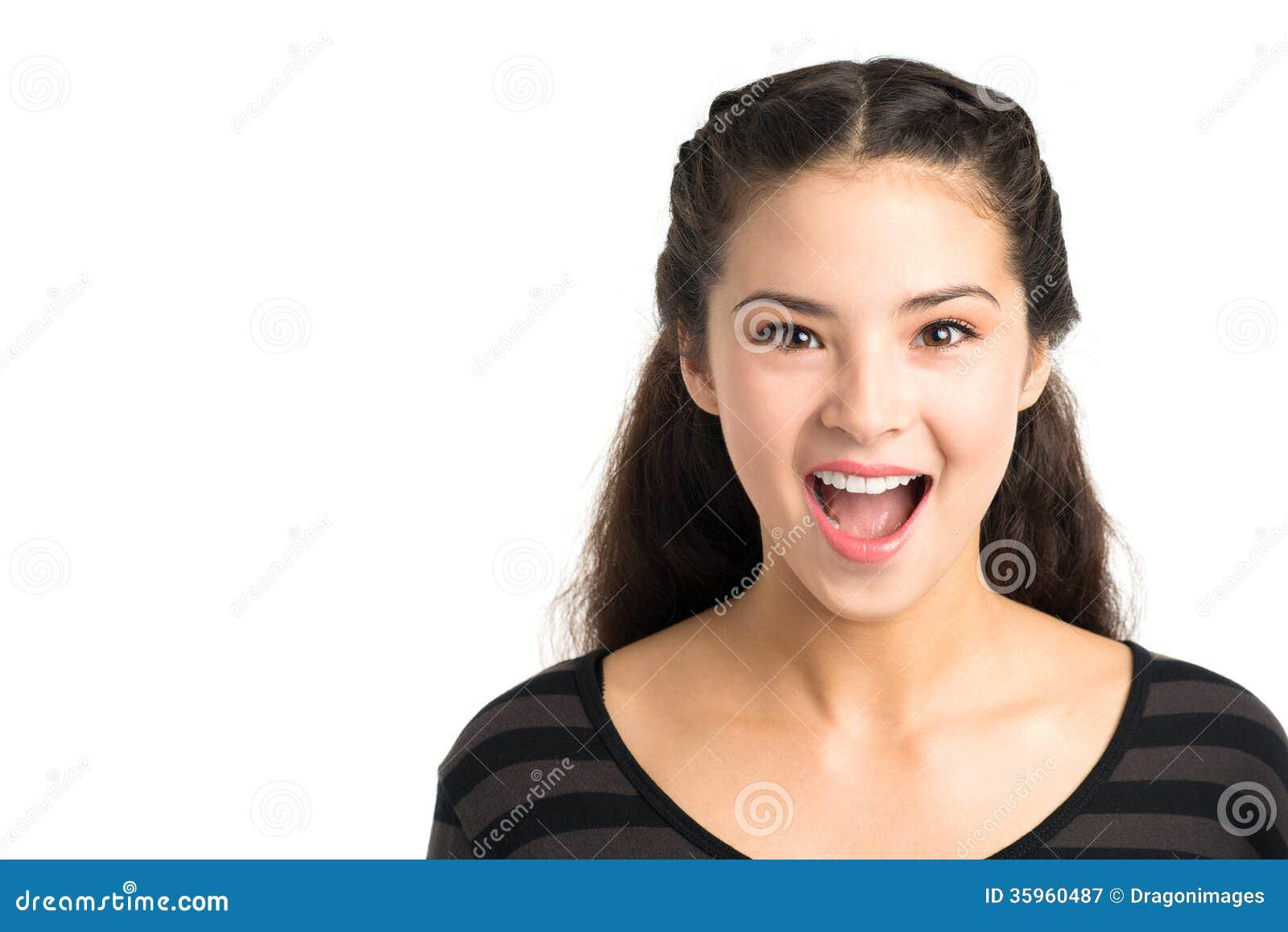 Chica joven emocionada