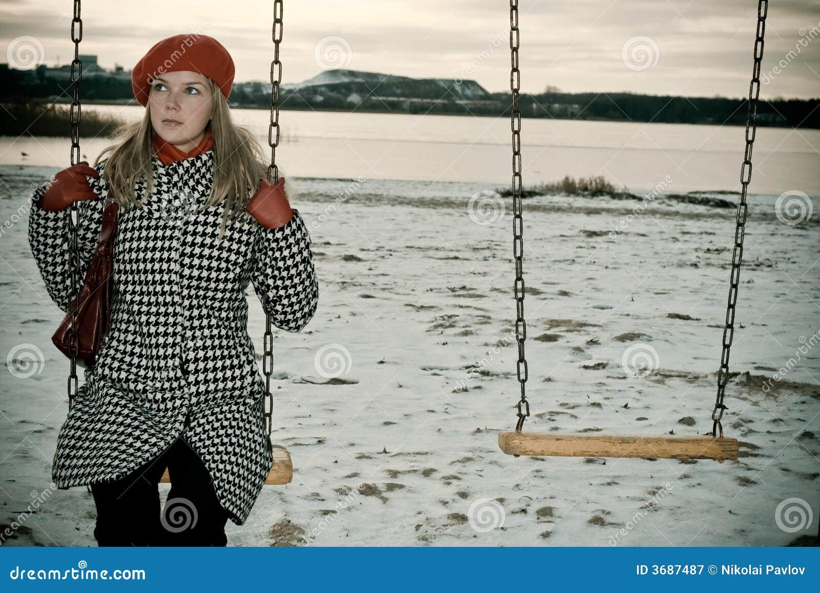 Chica joven que hace pivotar solamente