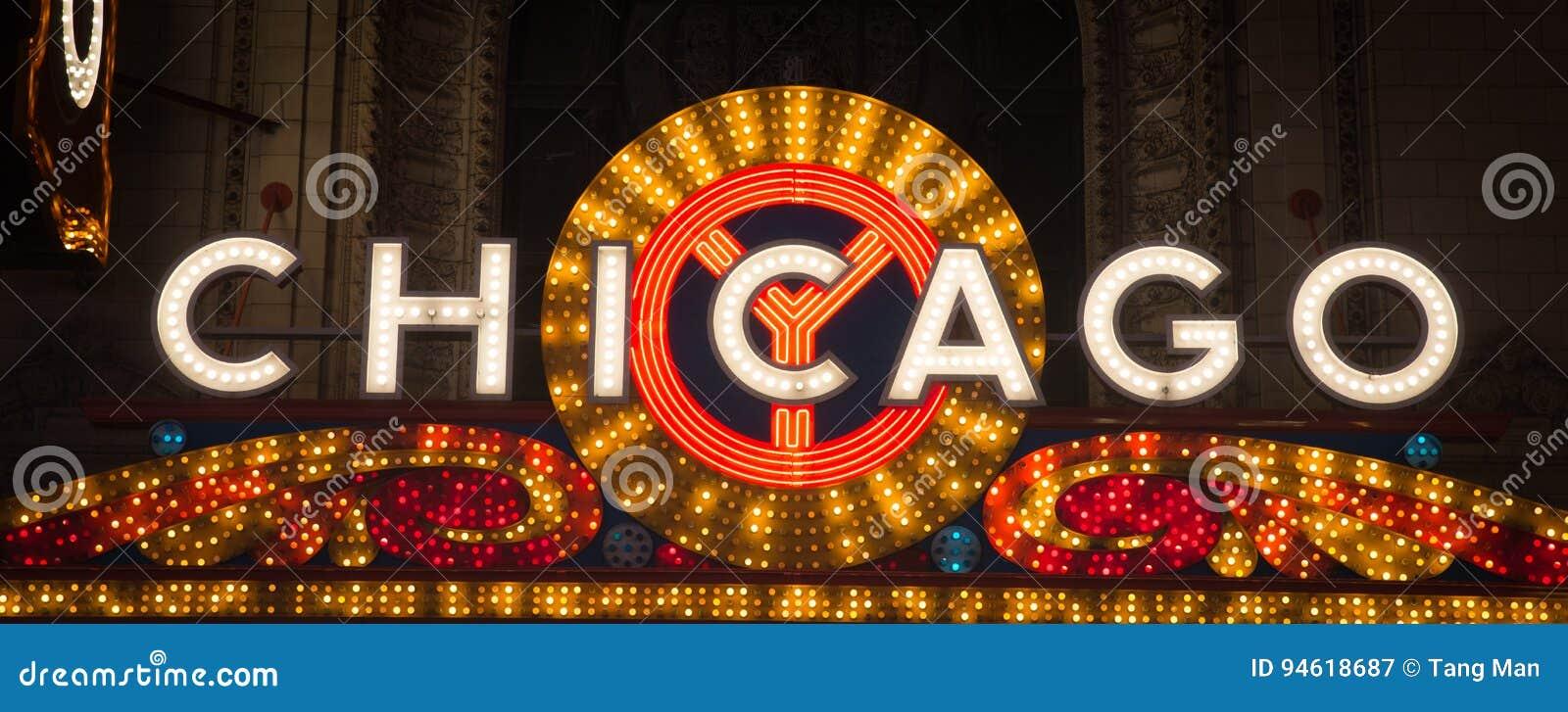 Chicago céntrica encendida para arriba en la noche