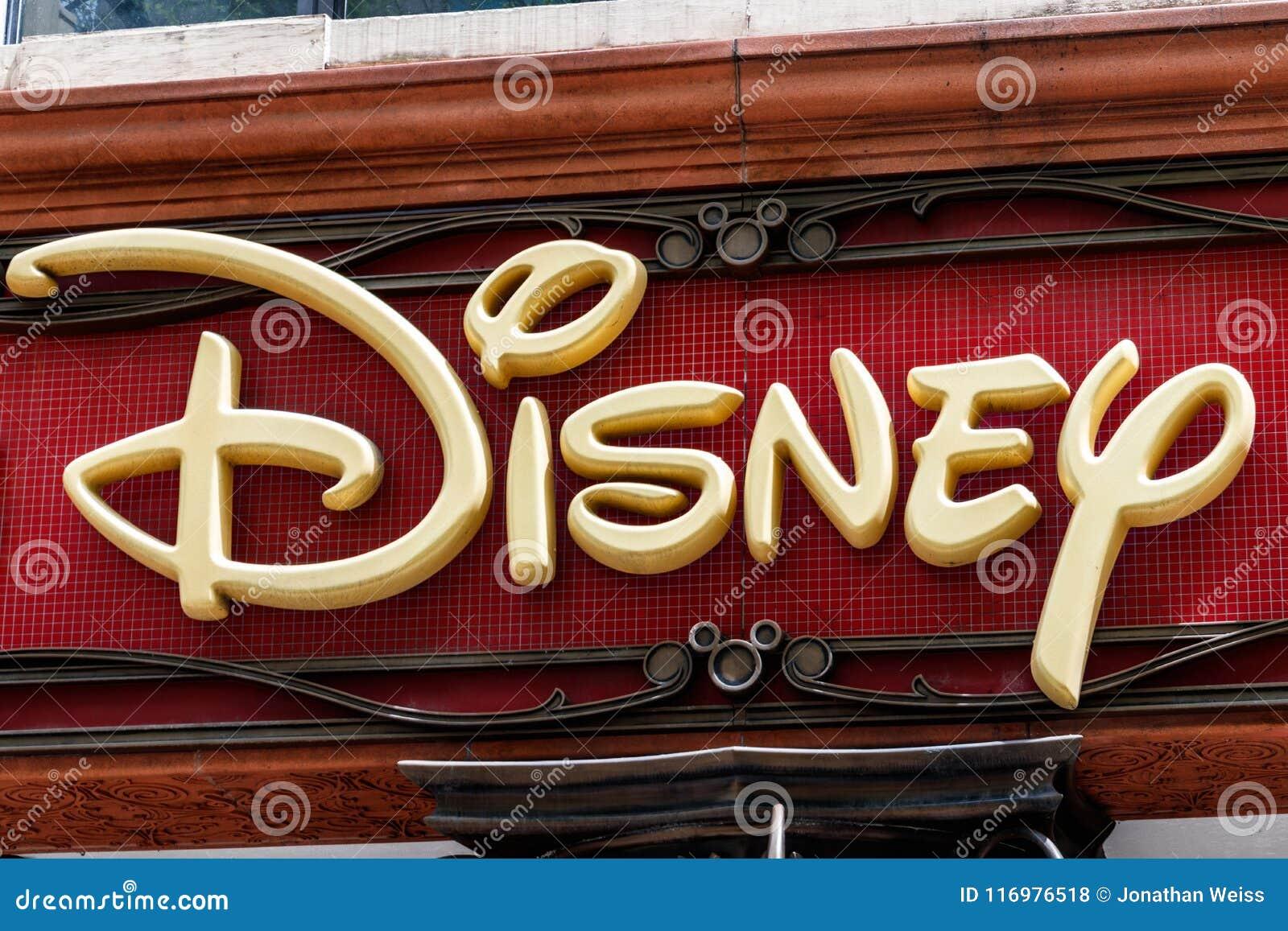Chicago - circa mayo de 2018: Ubicación de la alameda de la venta al por menor de la tienda de Disney La tienda de Disney es el s