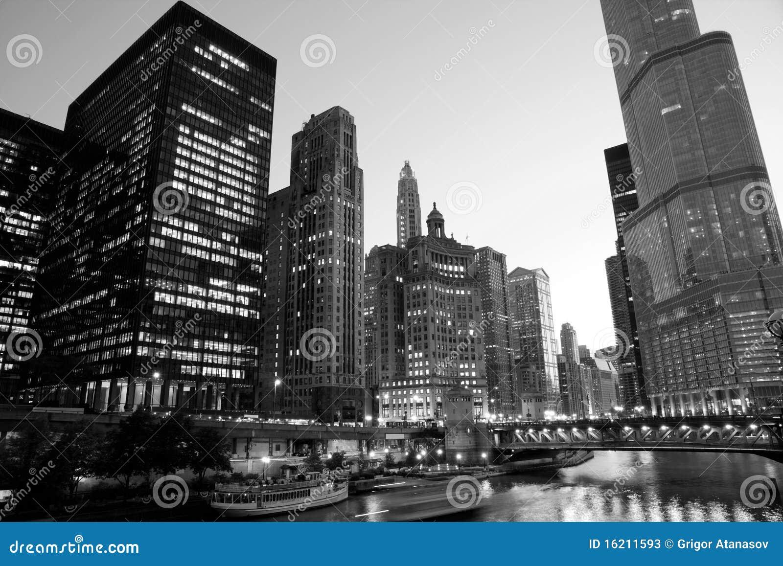 Chicago da baixa na noite em preto e branco