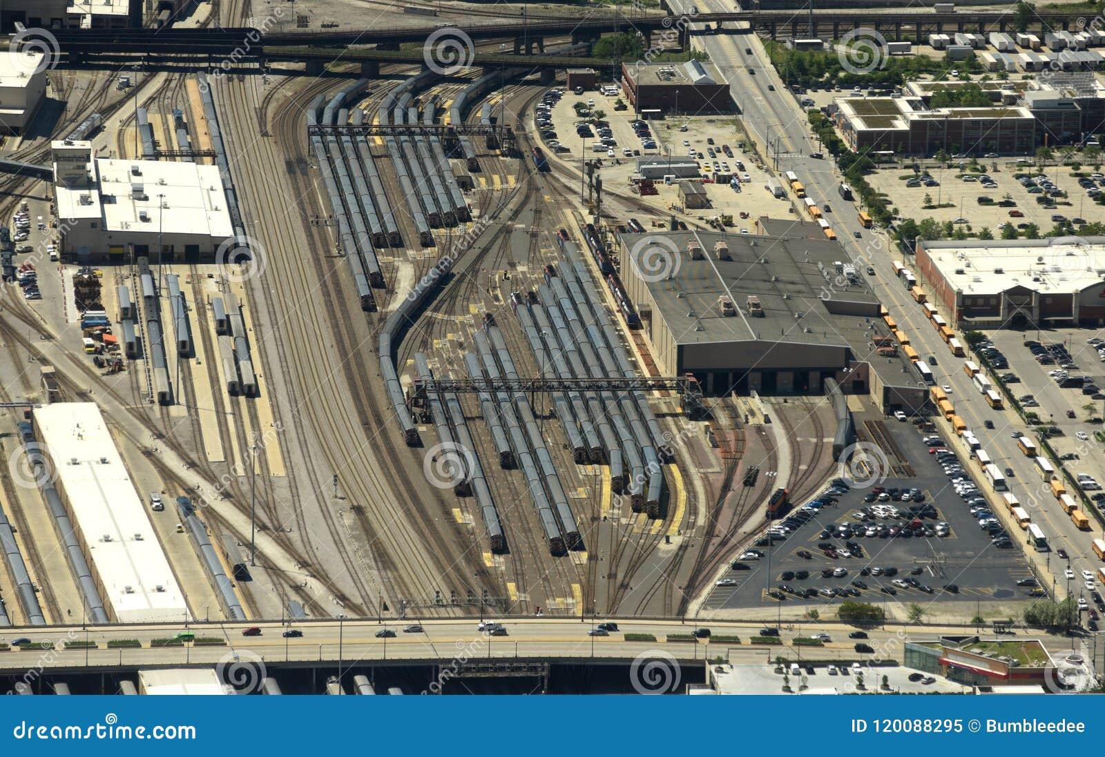 Chicago, de V.S. - 04 Juni, 2018: Treinen op de BNSF-Spoorweg Yard/M