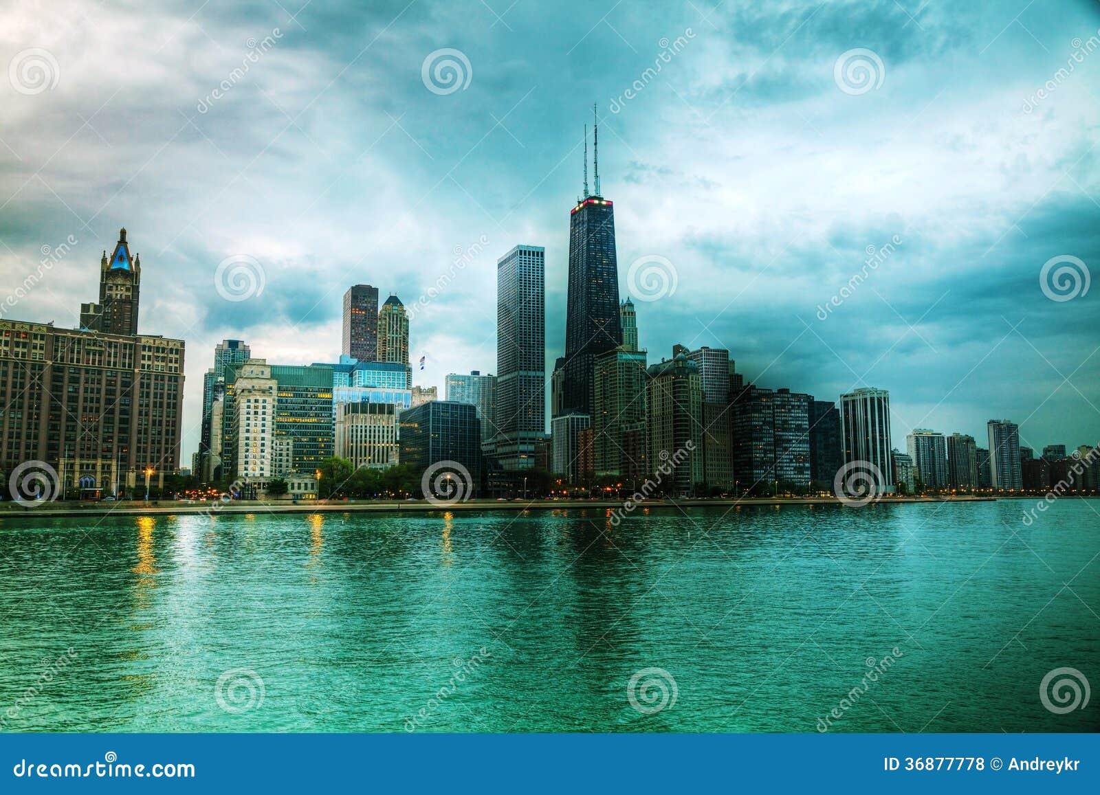 Download Chicago Del Centro, IL Al Tramonto Fotografia Stock Editoriale - Immagine di struttura, waterfront: 36877778