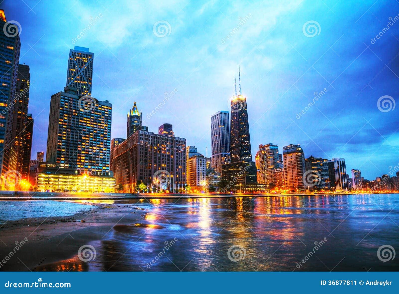 Download Chicago Del Centro, IL Al Tramonto Immagine Stock - Immagine di coastline, chicago: 36877811