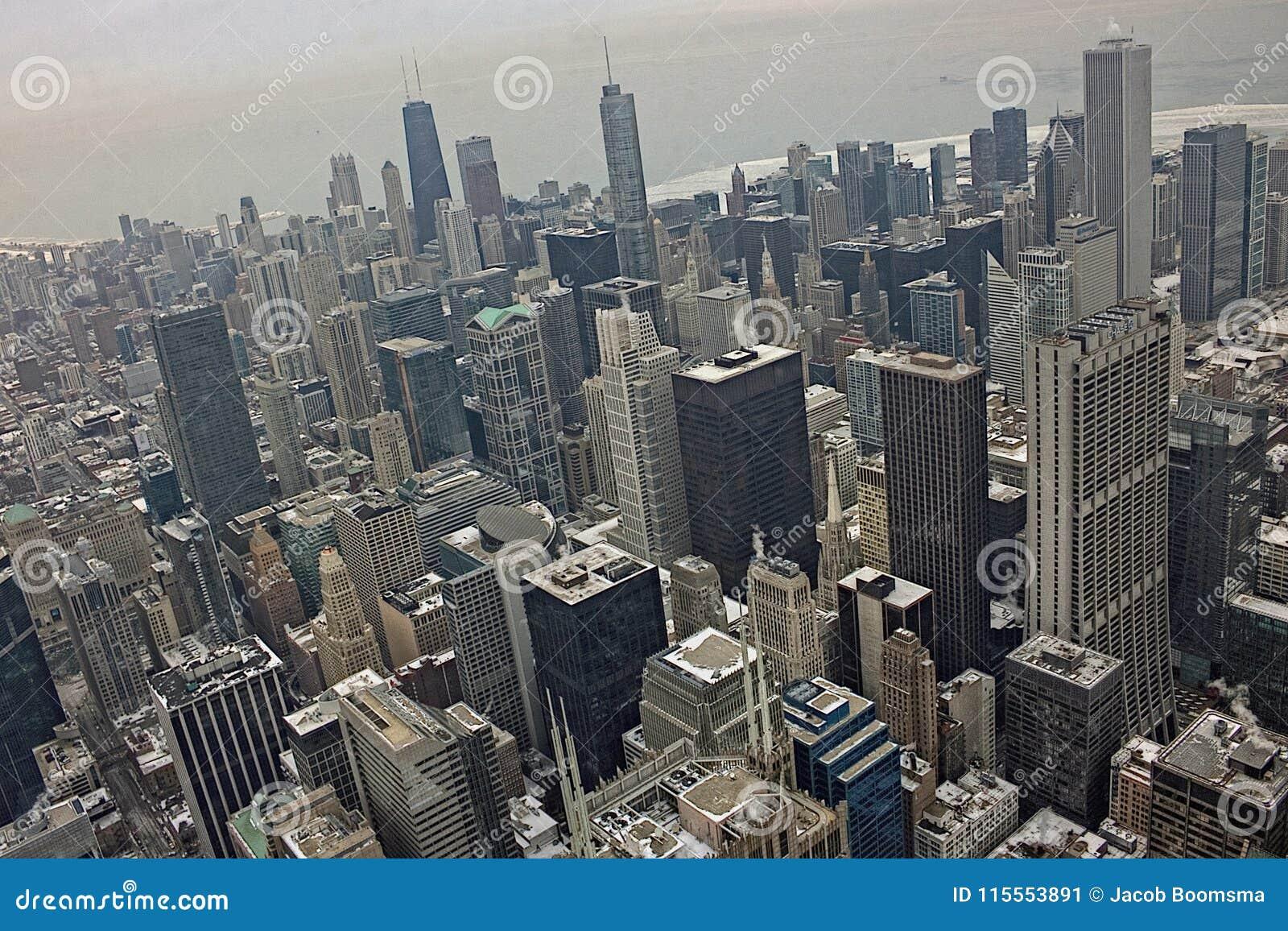 Chicago do centro durante o inverno em um dia aborrecido