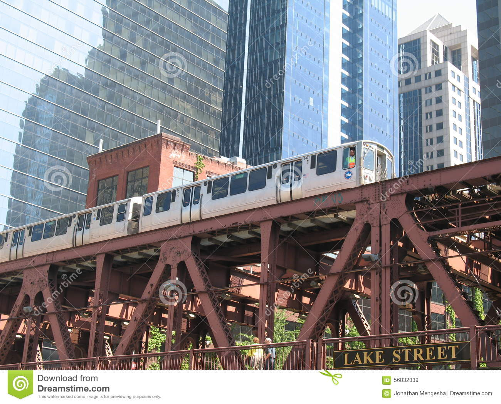 Chicago-Eisenbahnbrücke und -zug