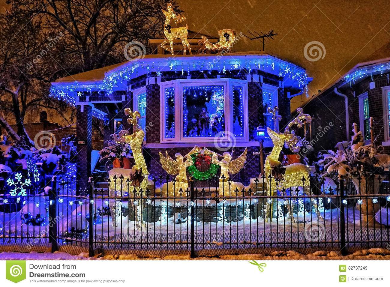 Chicago house with Christmas lights