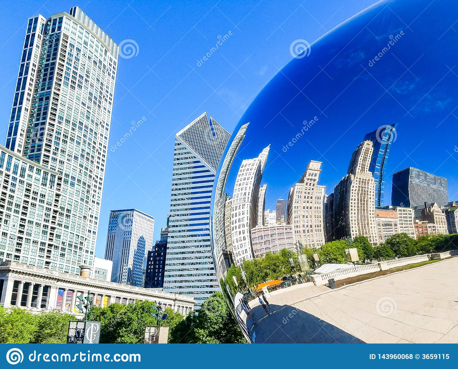 Chicago, Illinois, de V 07 07 2018 Bezinning van de gebouwen van Chicago in Chicago Bean Cloud Gate