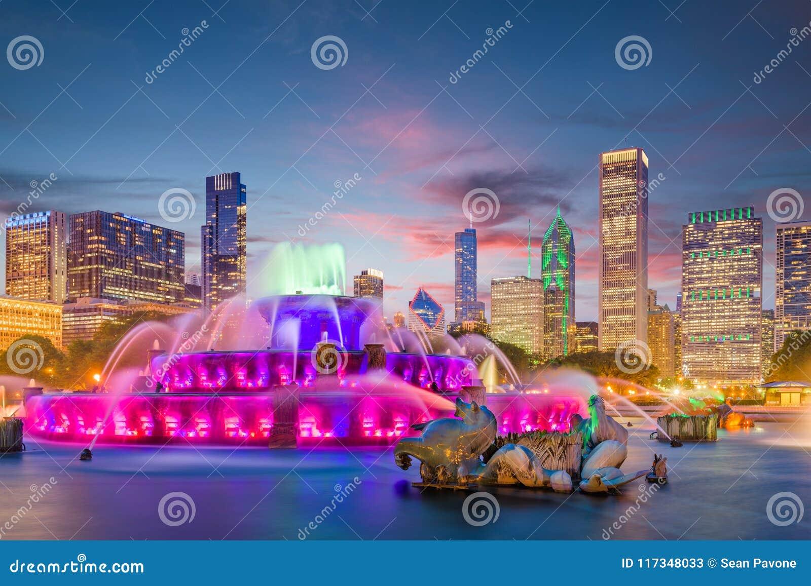 Chicago, Illinois, USA Fountain and Skyline