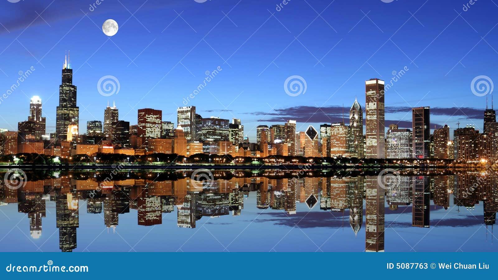 Chicago nell ambito della luce della luna