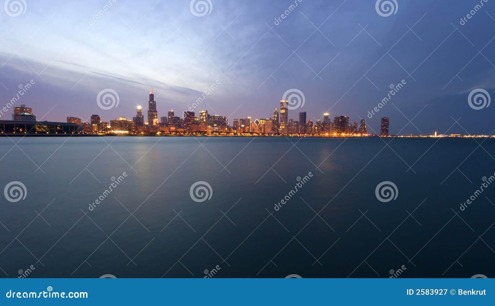 Chicago van de binnenstad vóór zonsondergang