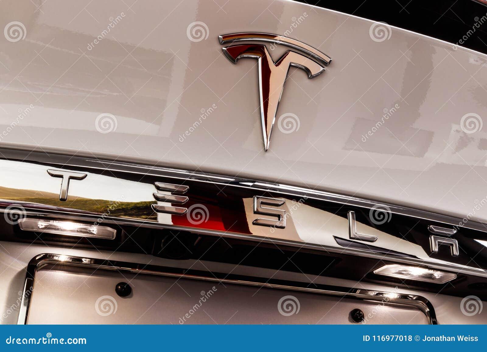 Chicago - vers en mai 2018 : Model X de Tesla de salle d exposition Tesla conçoit et fabrique les berlines électriques du model X
