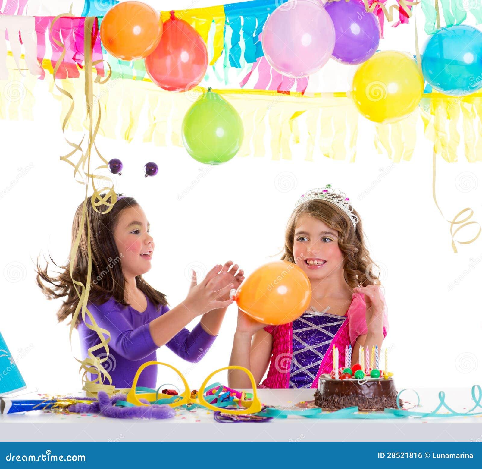 c27ded707 Chicas Marchosas Del Feliz Cumpleaños De Los Niños Con Los Globos ...