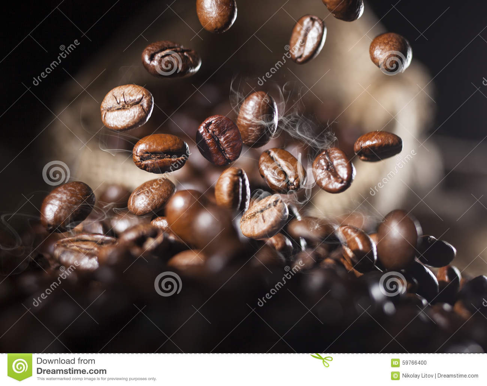Chicchi di caffè di caduta
