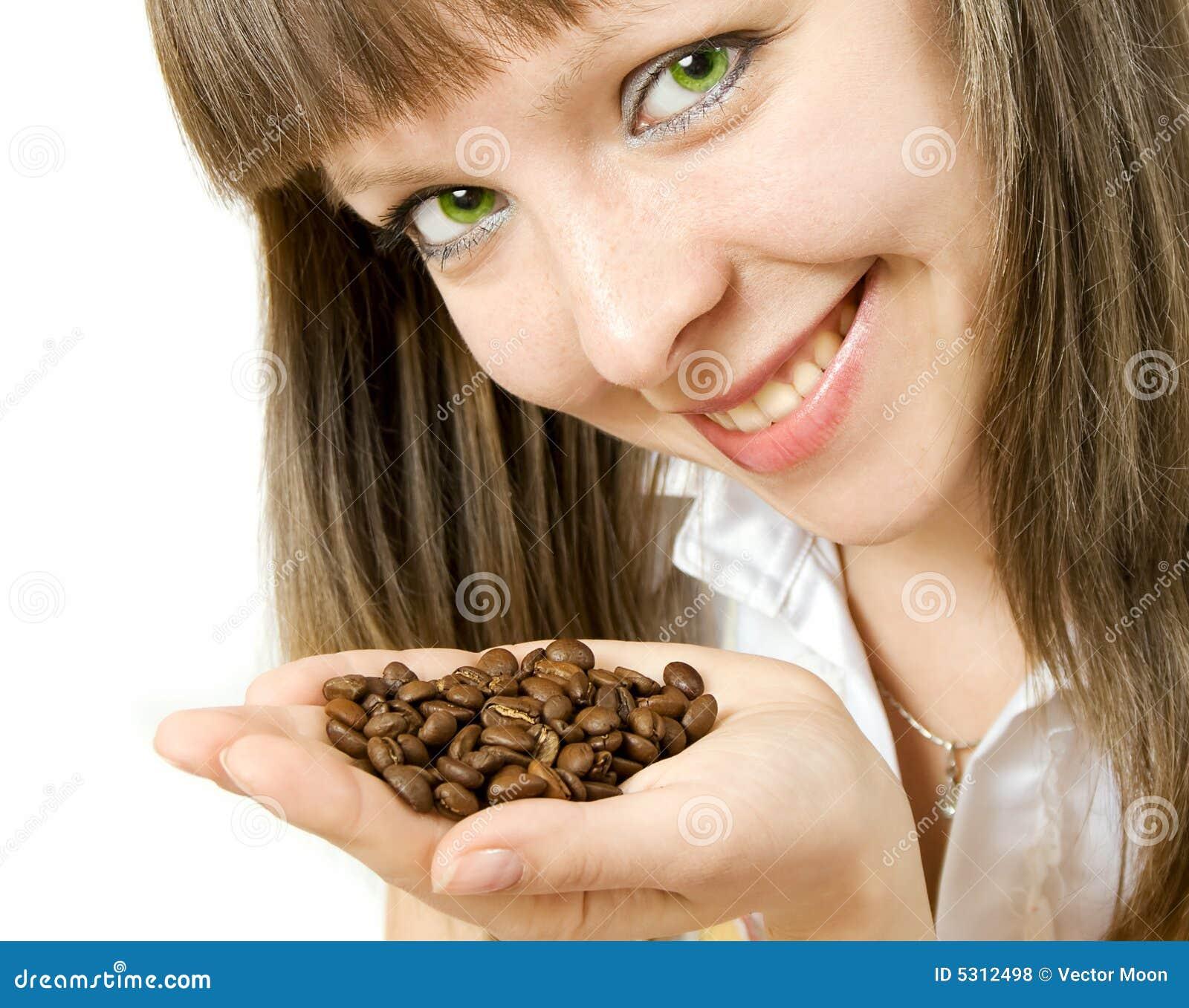 Download Chicco Di Caffè Sorridente Della Holding Della Ragazza Fotografia Stock - Immagine di ustione, faccia: 5312498